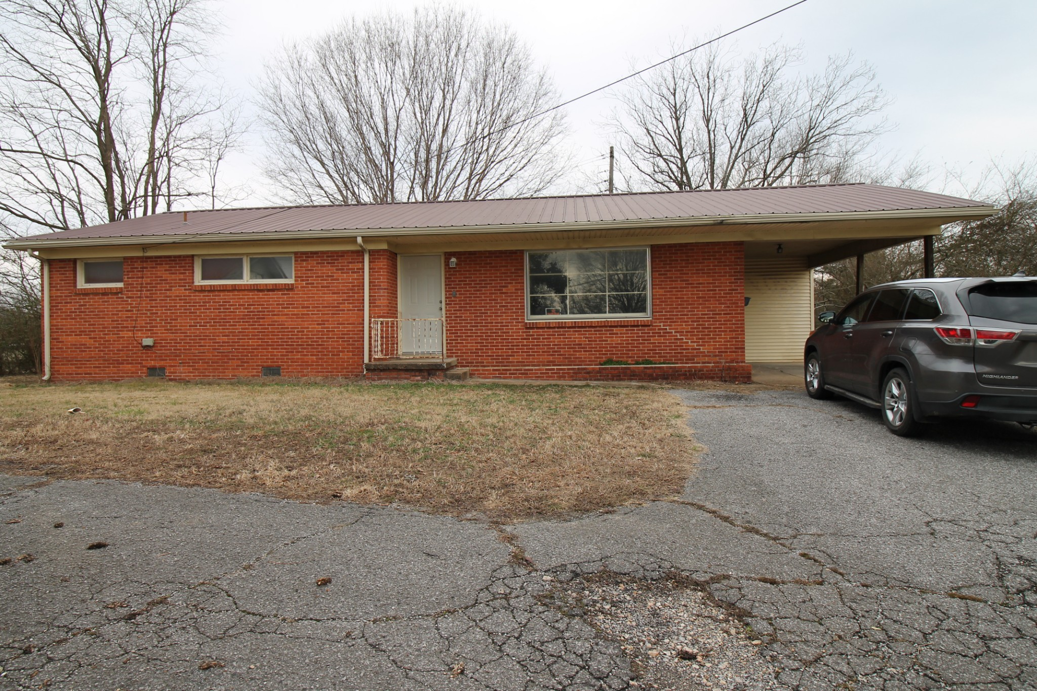 131 E Lake St Property Photo - Camden, TN real estate listing