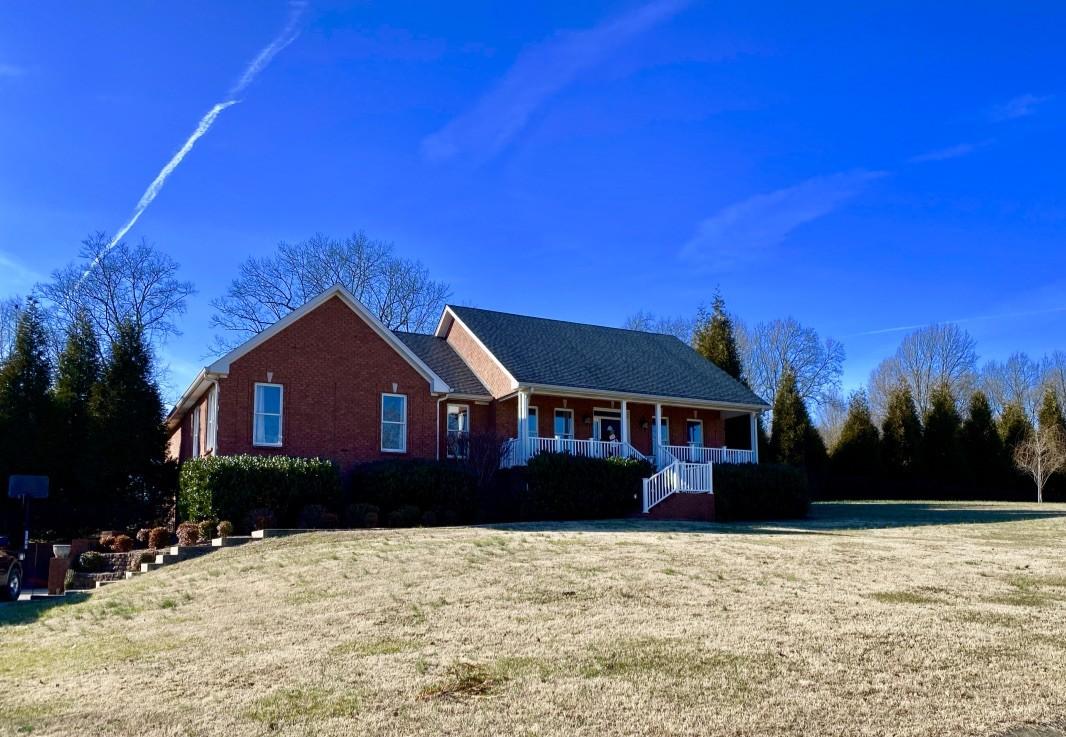 1020 Washington Dr Property Photo - Cottontown, TN real estate listing