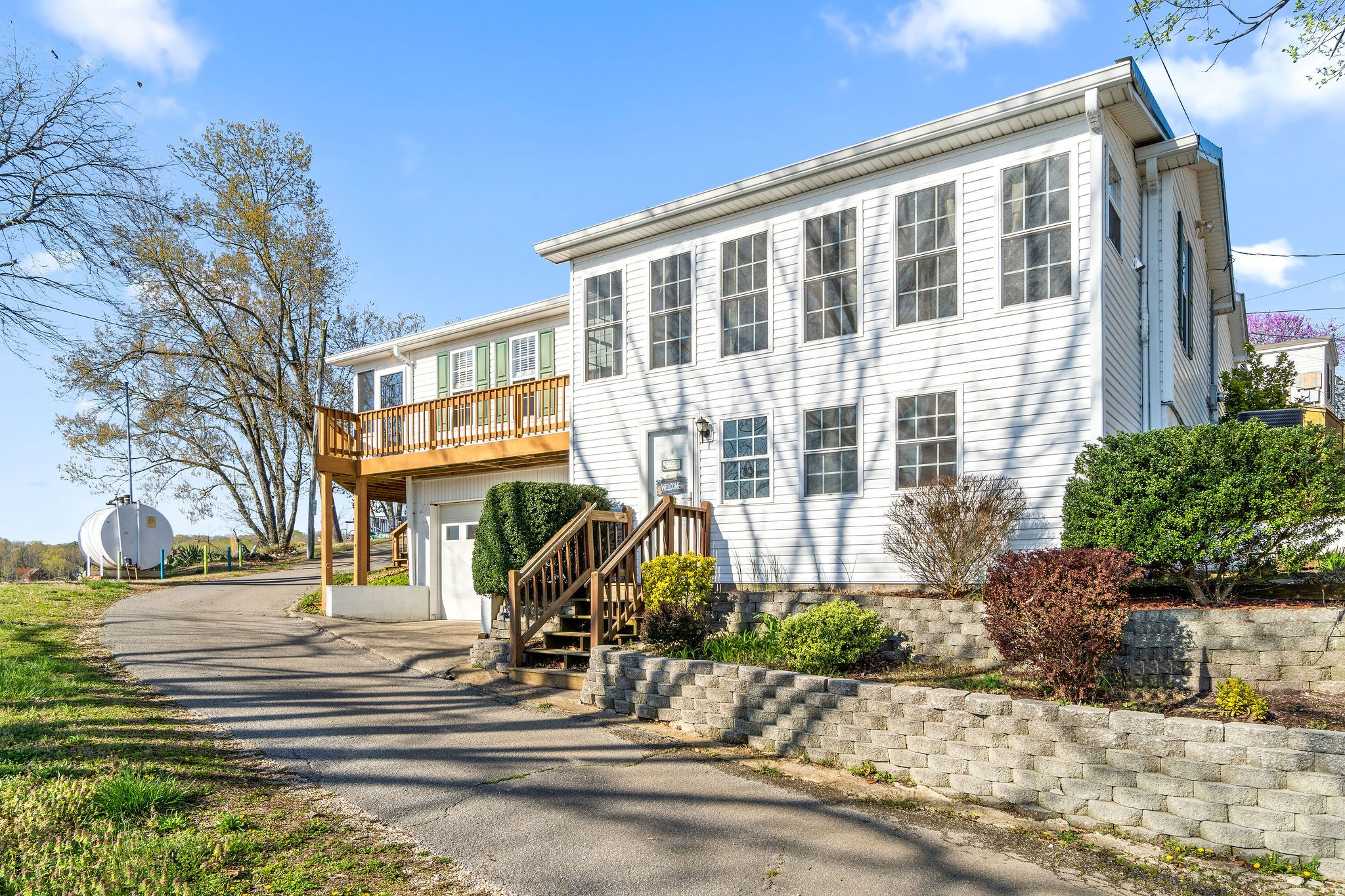 64 Beaverdam Lodge Cir Property Photo - Camden, TN real estate listing