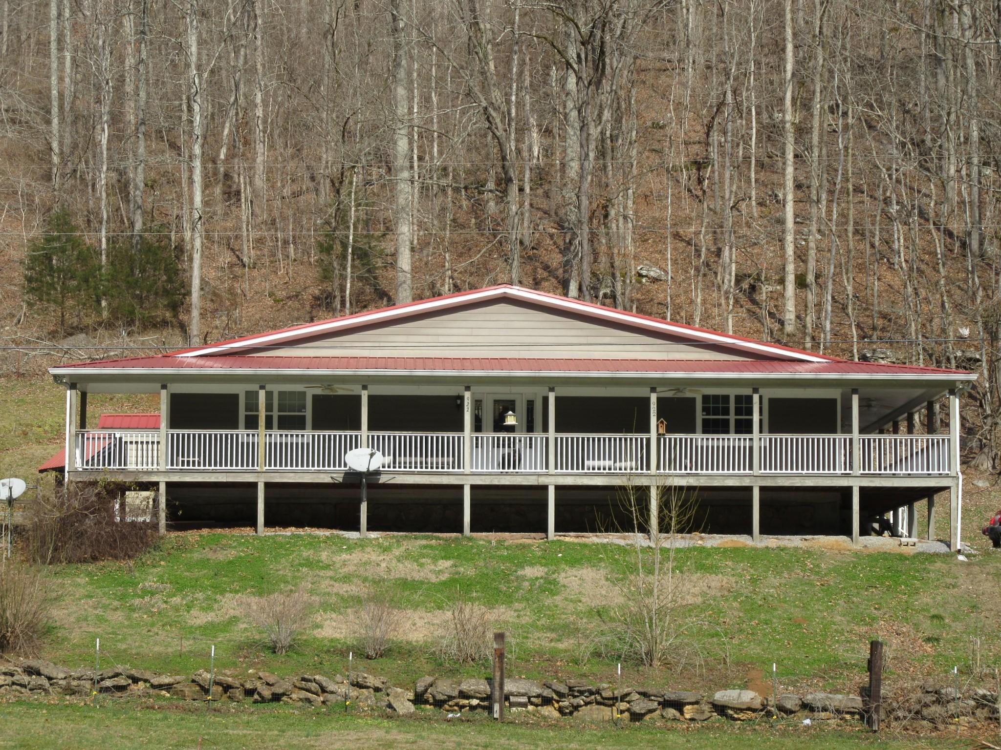 718 Parker Hill Rd Property Photo - Bradyville, TN real estate listing