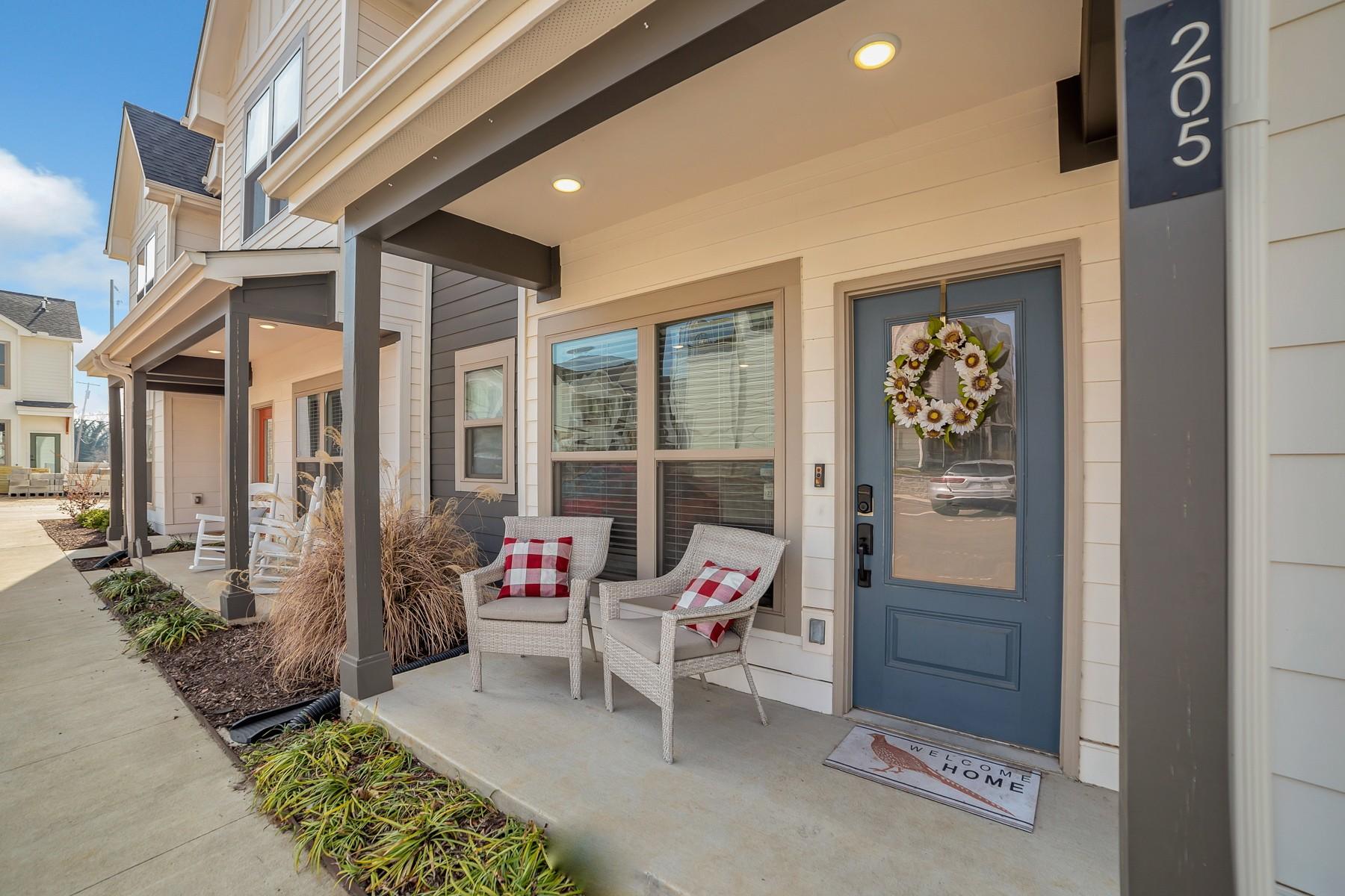 100 Thompson Real Estate Listings Main Image