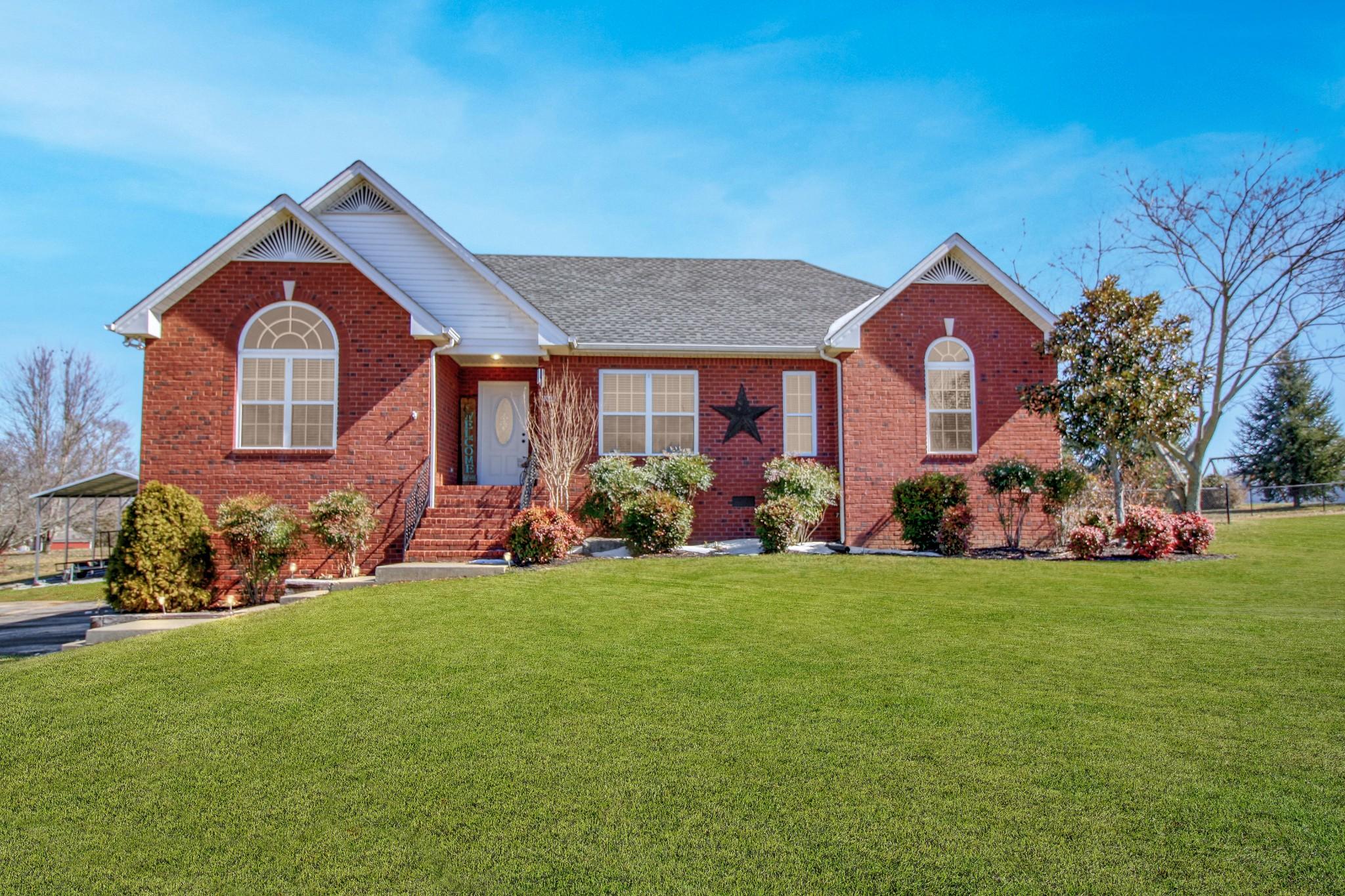 1002 Deann Ct Property Photo - Cottontown, TN real estate listing