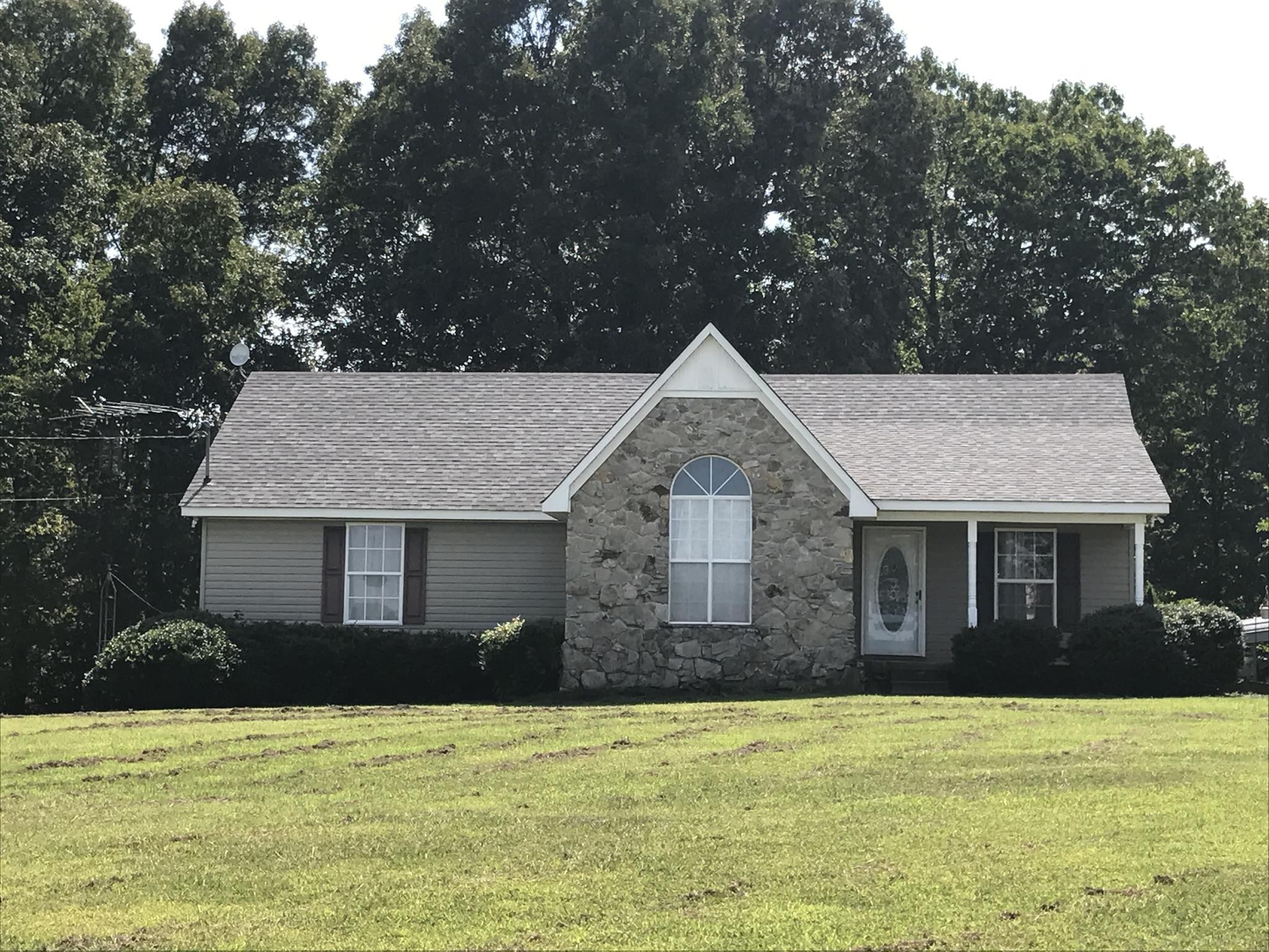 815 Knob Creek Rd Property Photo - Lawrenceburg, TN real estate listing
