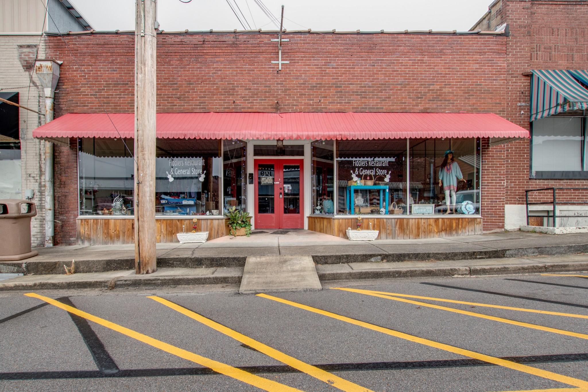 108 W Walnut St Property Photo