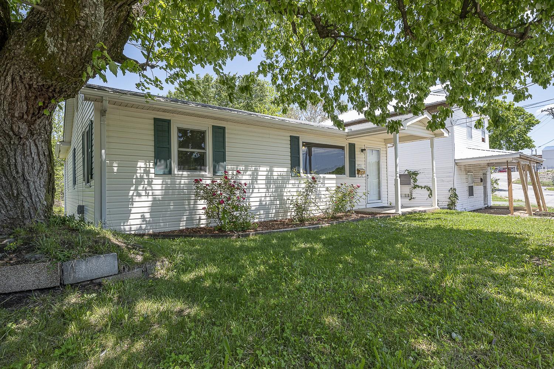 418 W Blythe St Property Photo