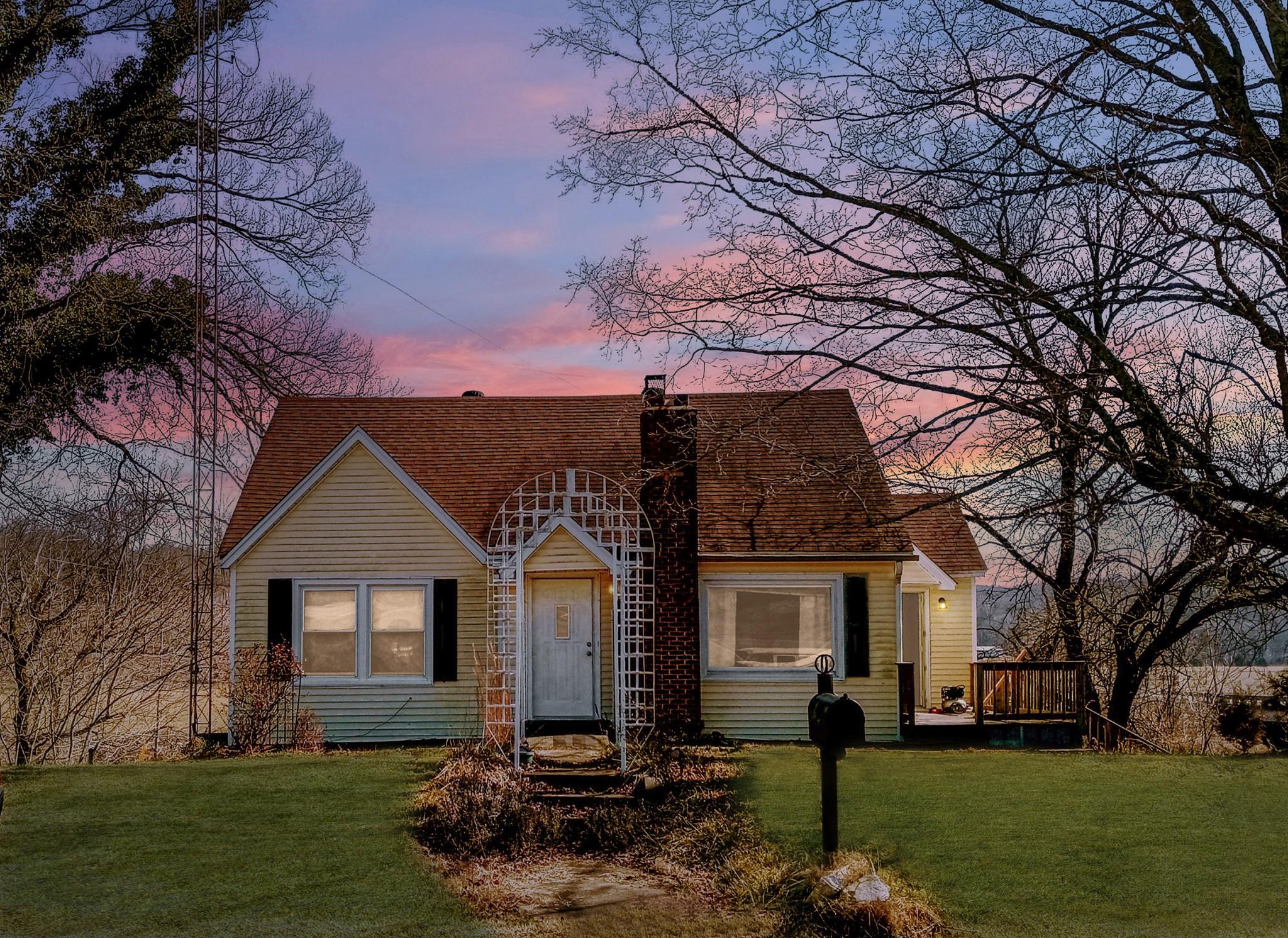 1605 Tom Stanfill Loop Property Photo - Vanleer, TN real estate listing