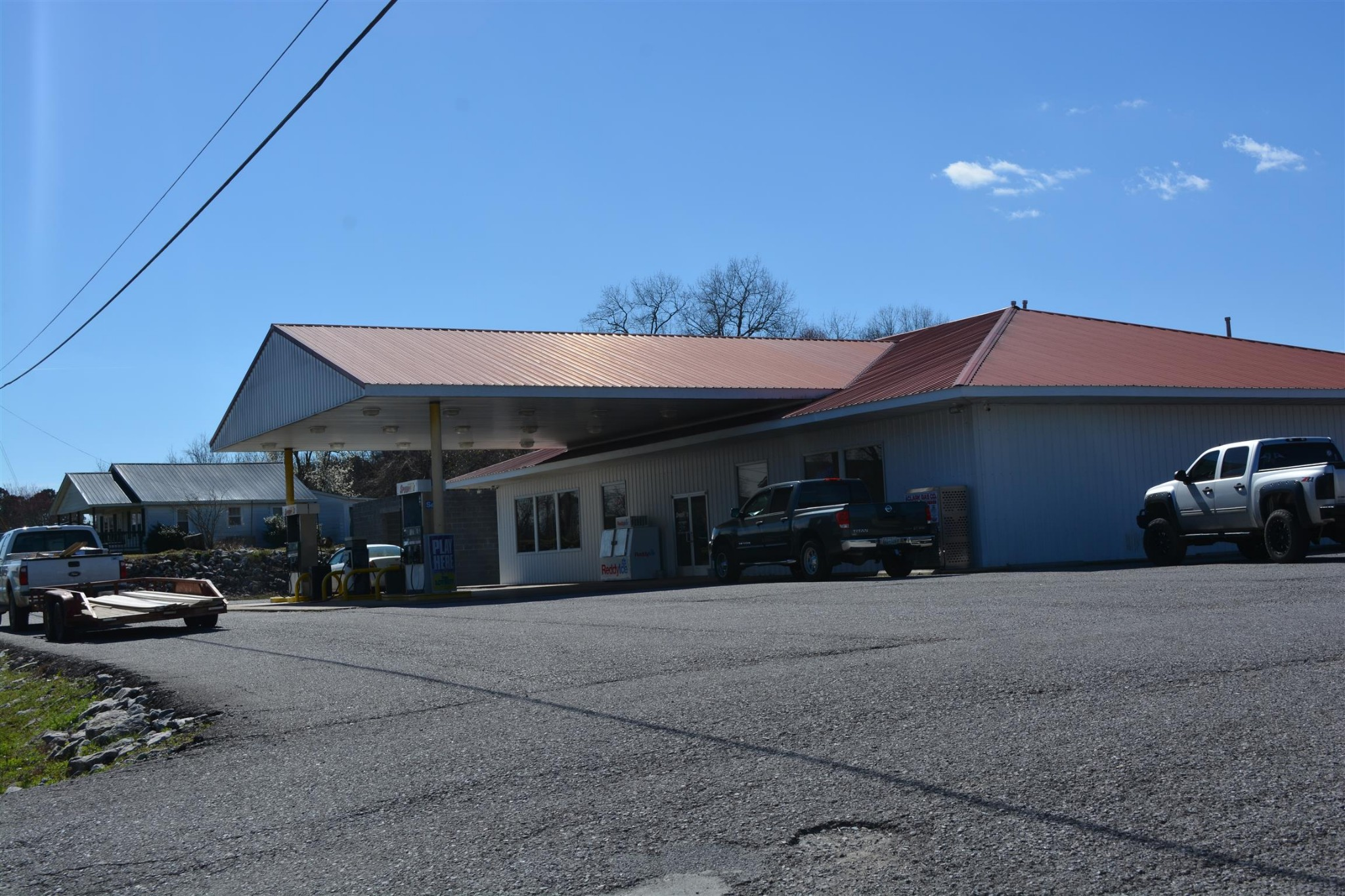 313 N Main St Property Photo - Lobelville, TN real estate listing