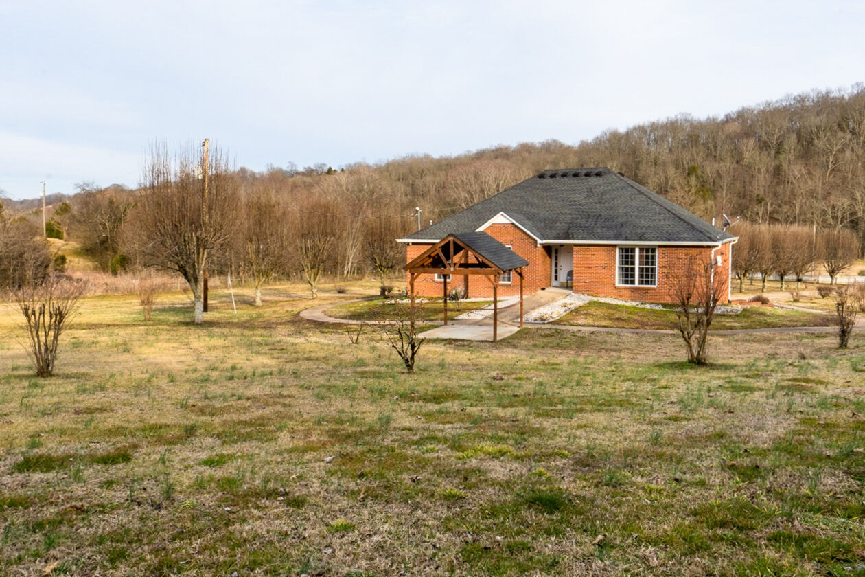 13755 Columbia Hwy Property Photo - Lynnville, TN real estate listing