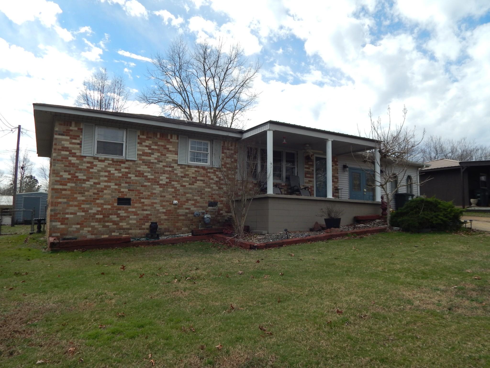 122 E Dixon St Property Photo - Collinwood, TN real estate listing