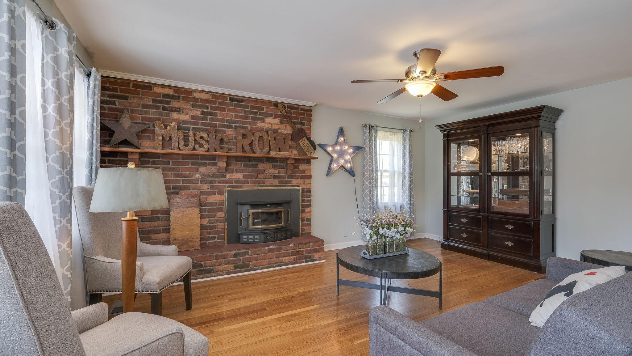 109 Hickory Pl Property Photo