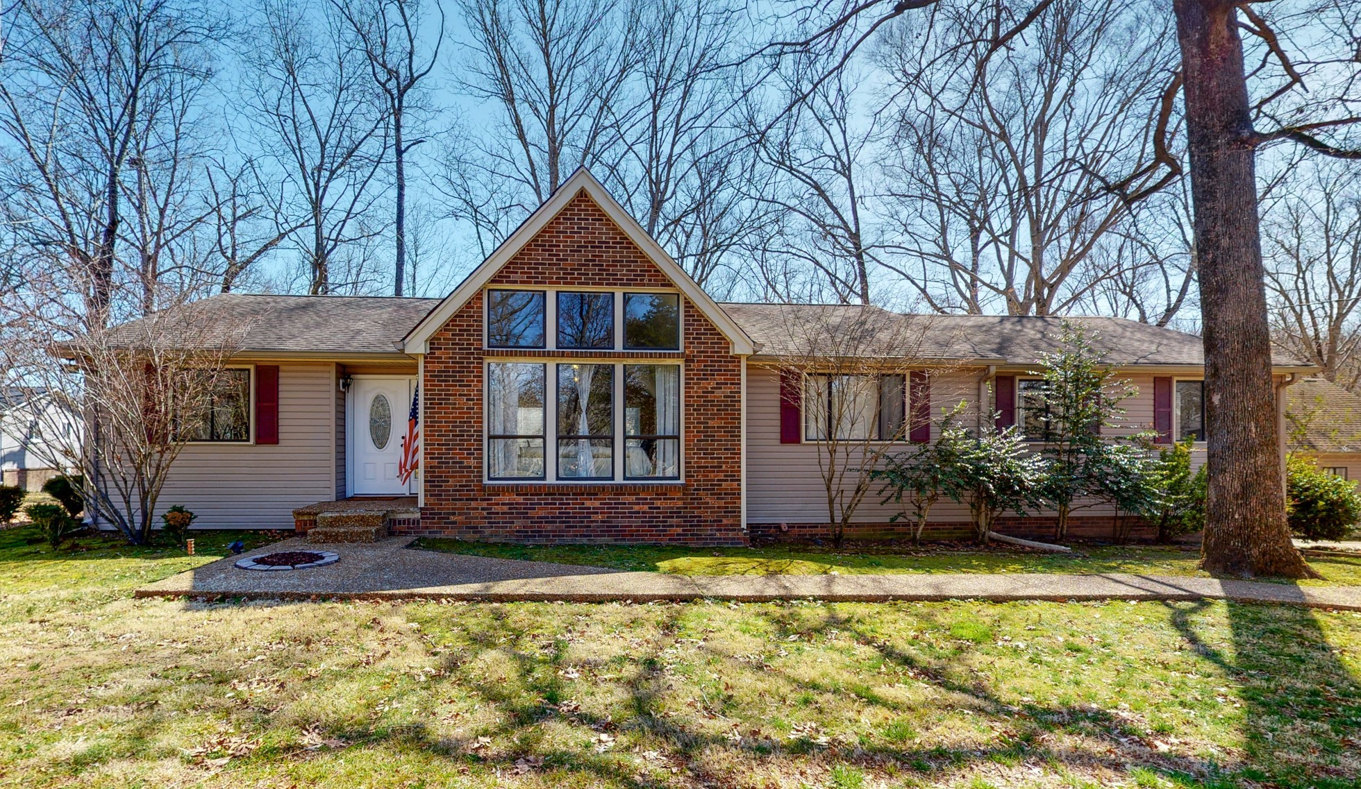 272 Woodlands Ct Property Photo - Kingston Springs, TN real estate listing