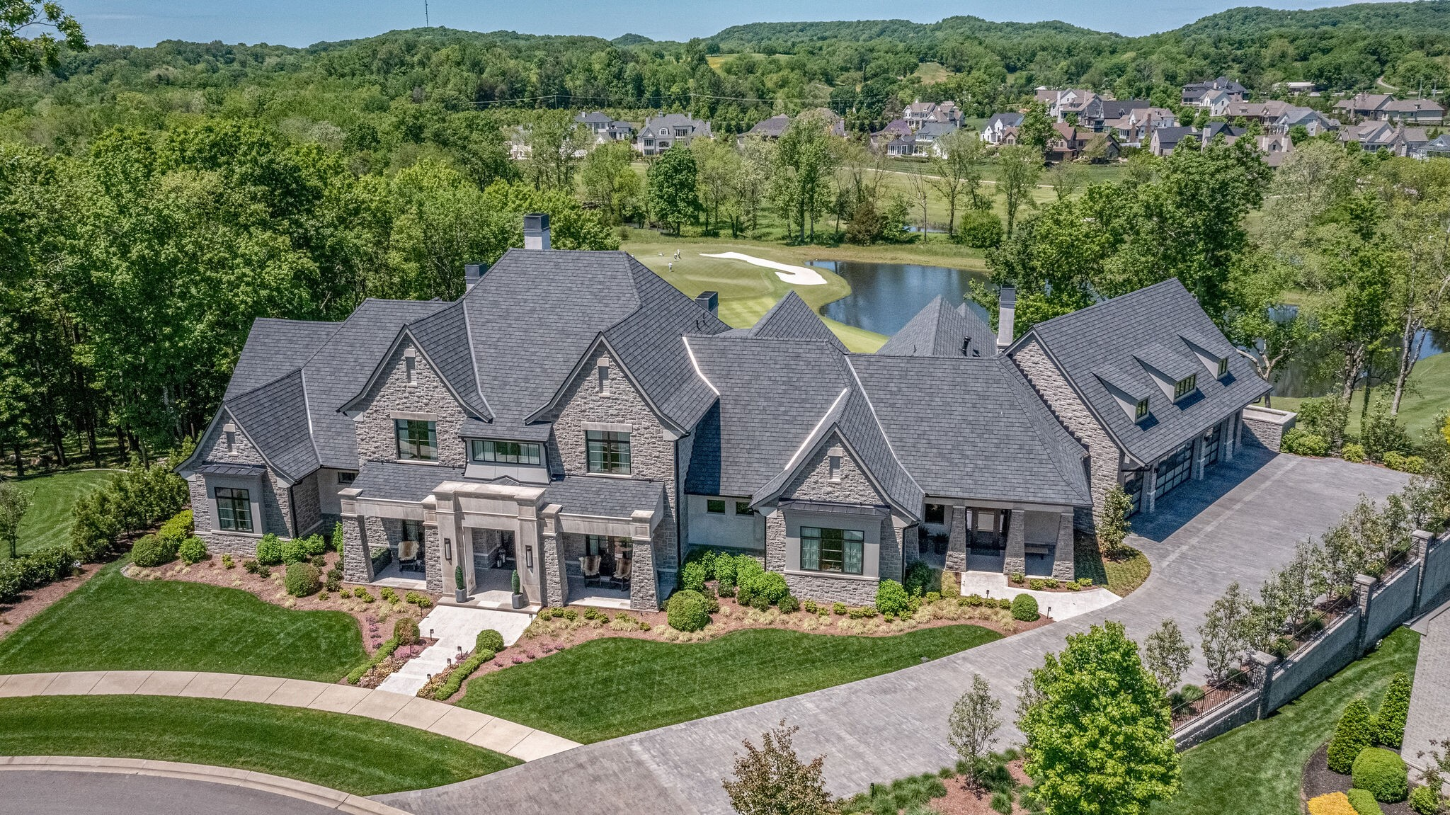 8131 Mountaintop Dr Property Photo 1