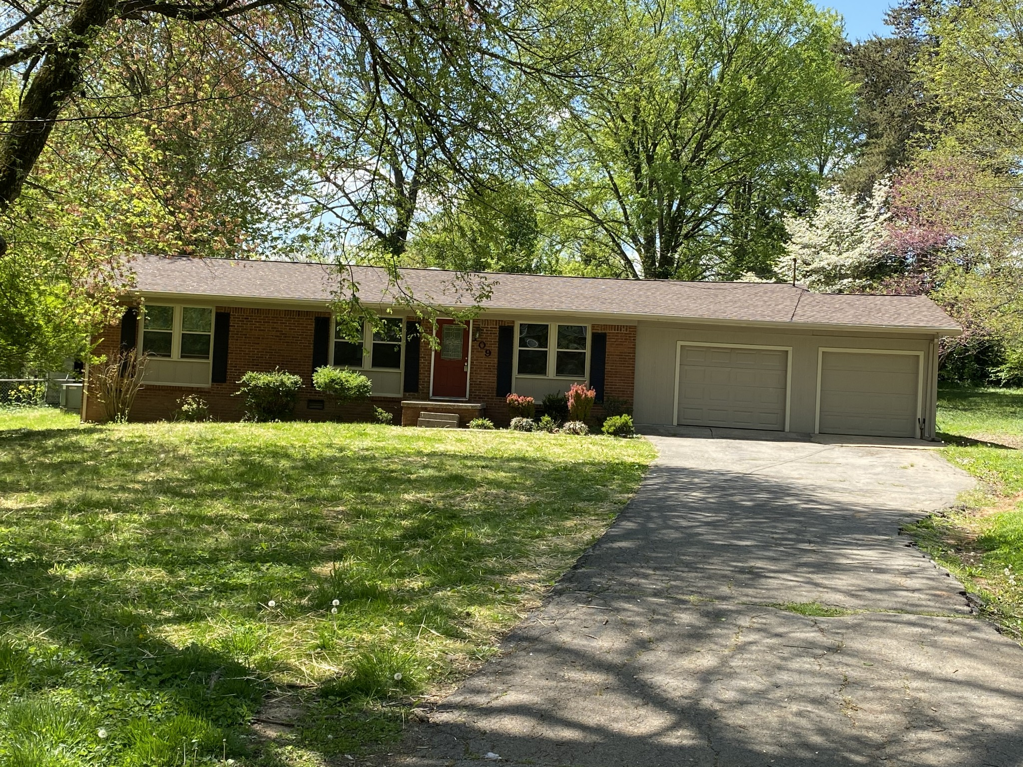 109 Winona Ct Property Photo - Hopkinsville, KY real estate listing