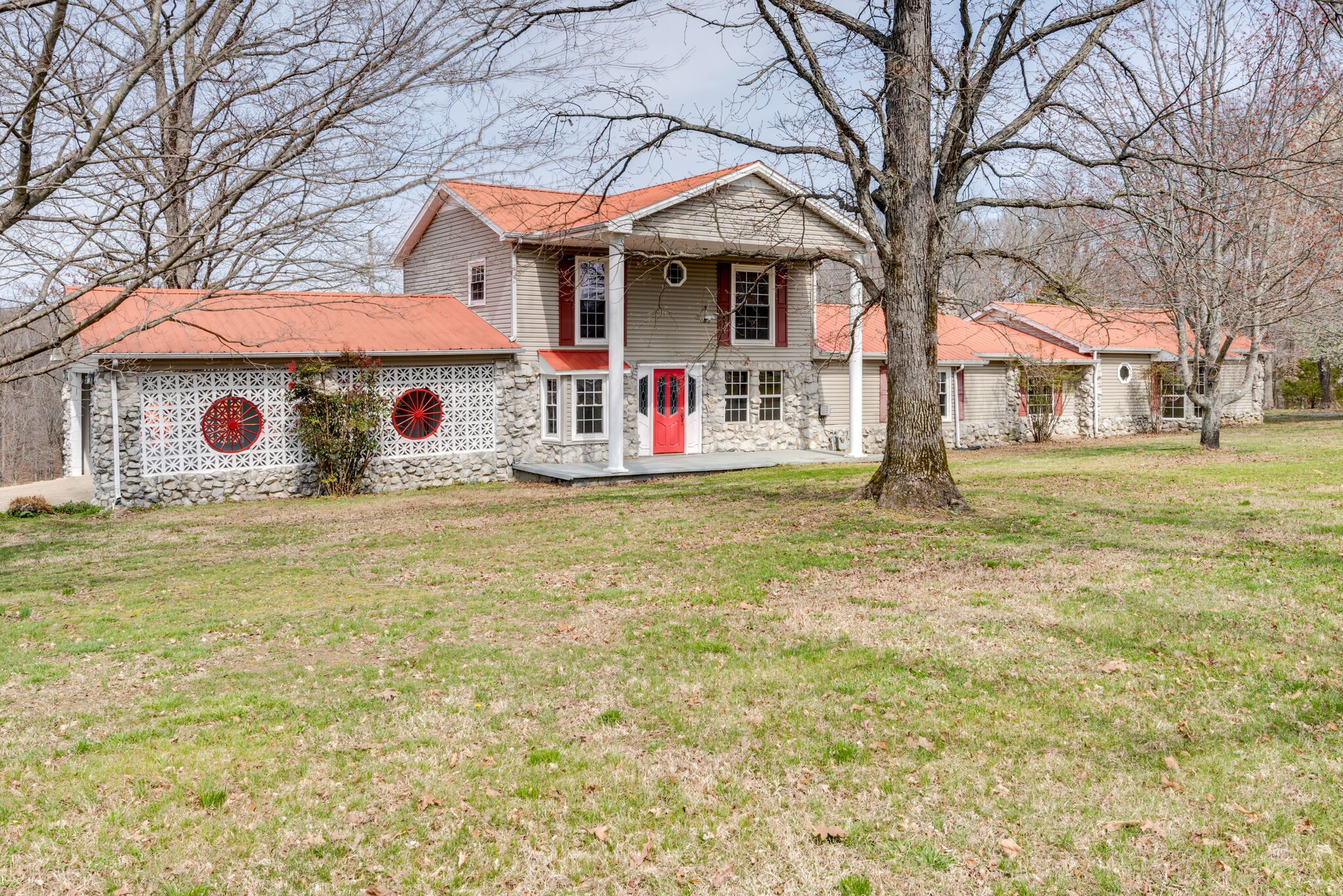 1045 Claylick Rd Property Photo - White Bluff, TN real estate listing