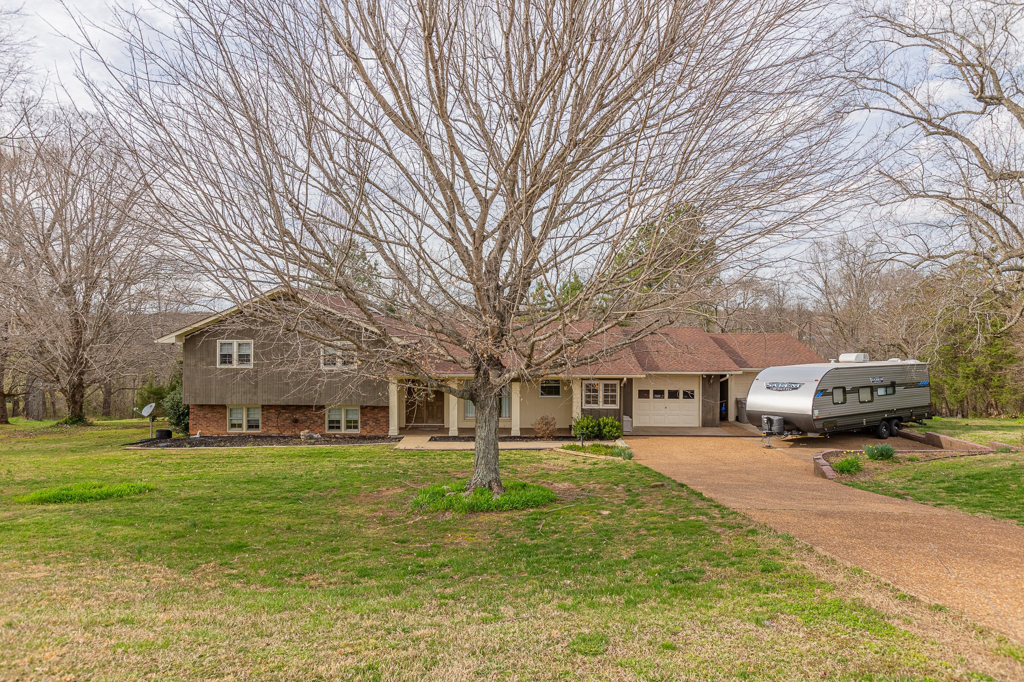 1009 Ervin Pace Rd Property Photo - Chapmansboro, TN real estate listing