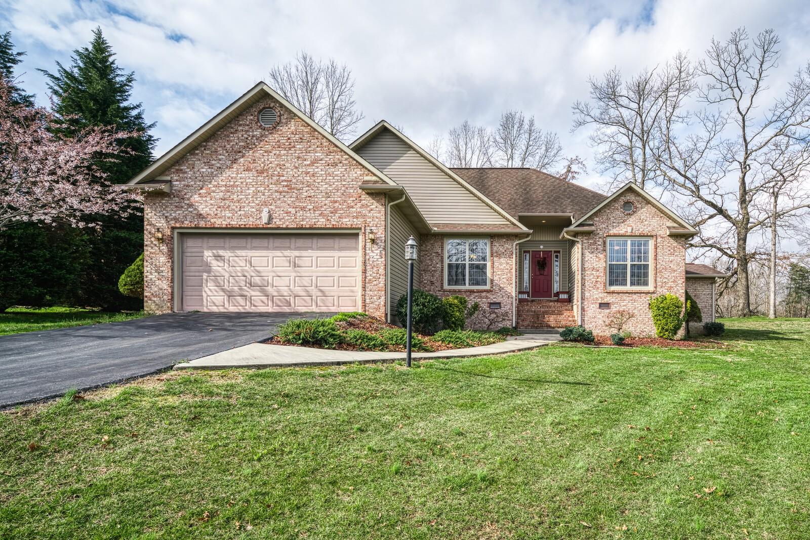 895 East Deer Creek Drive Property Photo - Crossville, TN real estate listing
