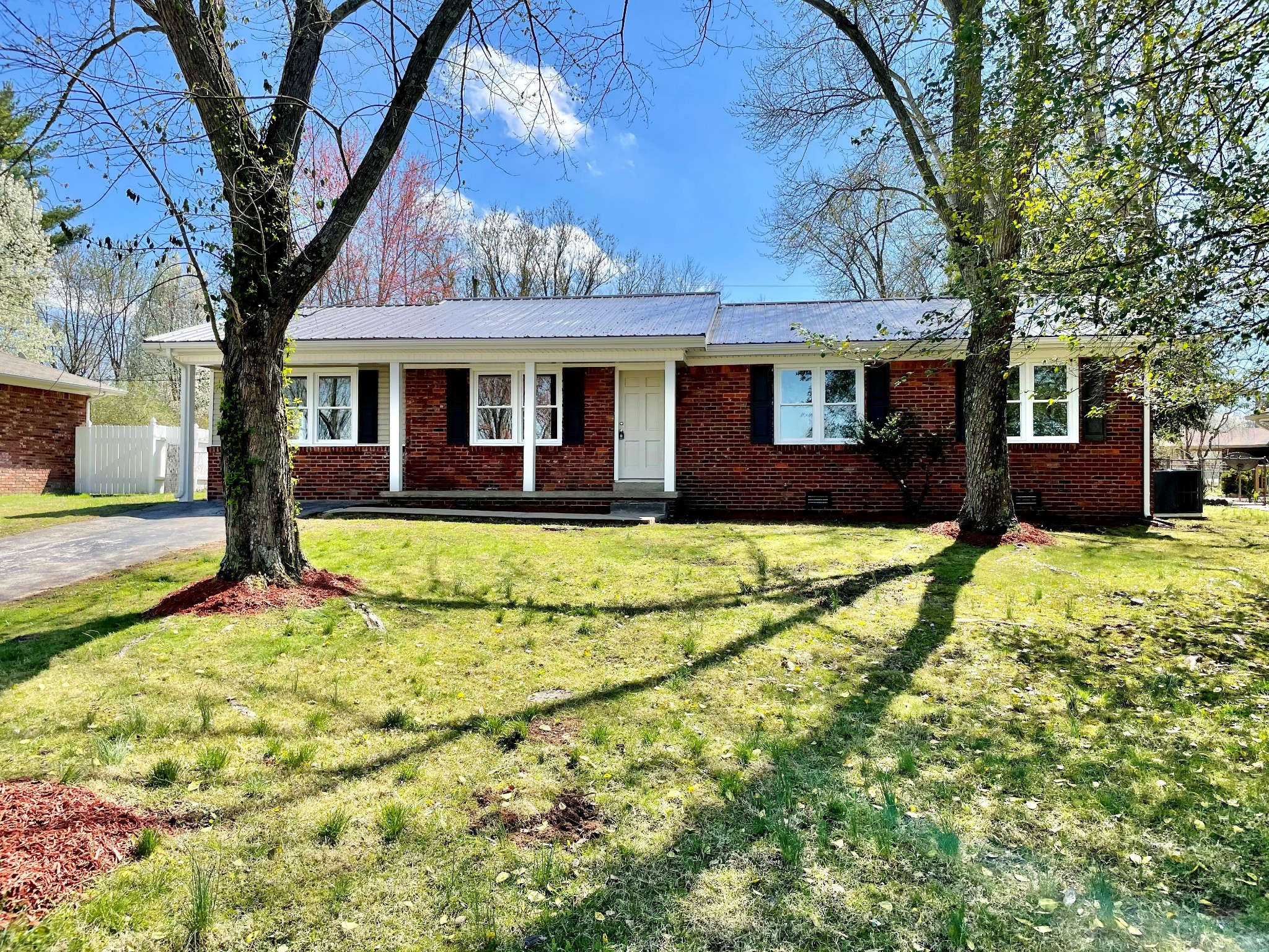427 Colonial Ter Property Photo - Hopkinsville, KY real estate listing
