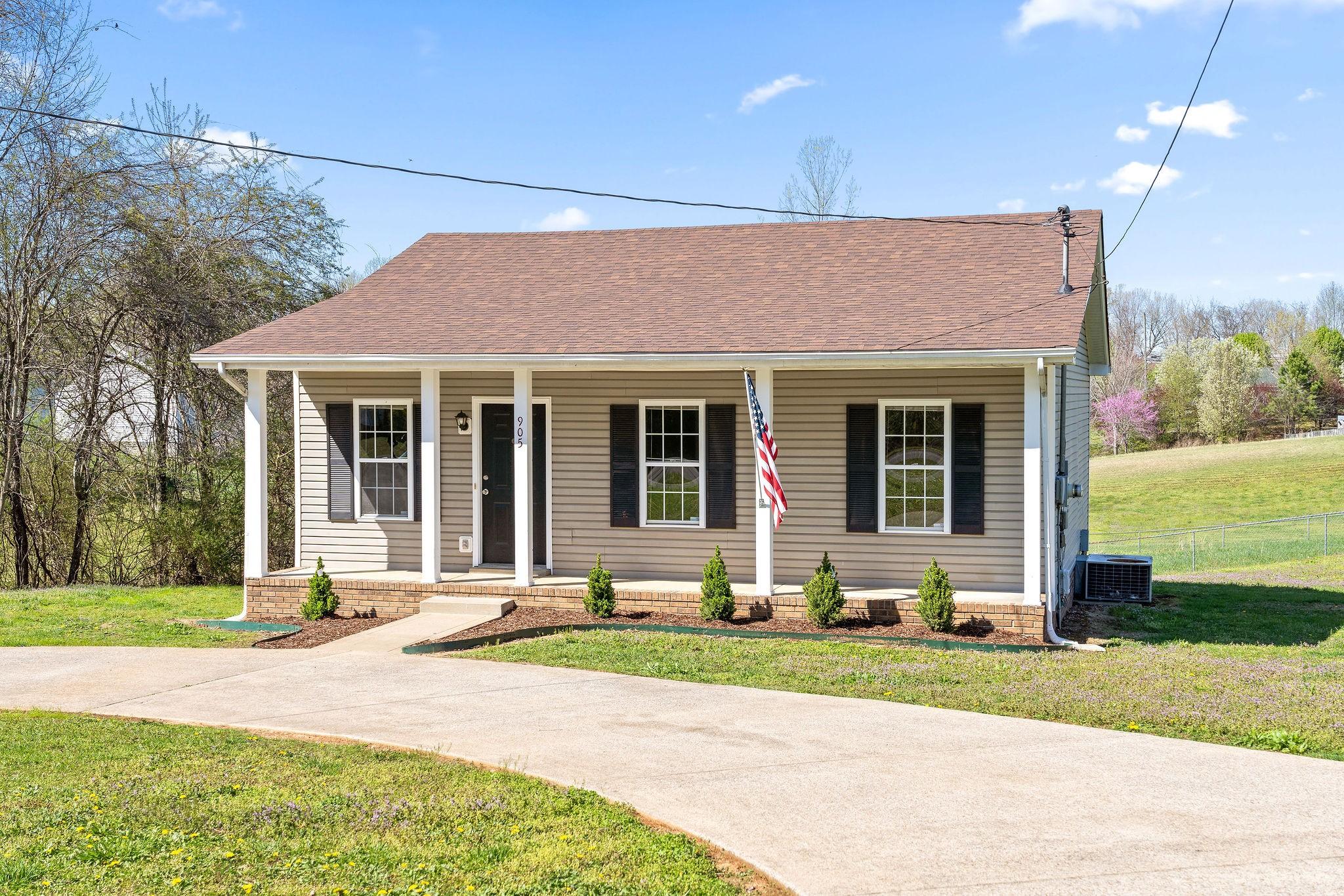 905 Applegrove Cir Property Photo - Clarksville, TN real estate listing