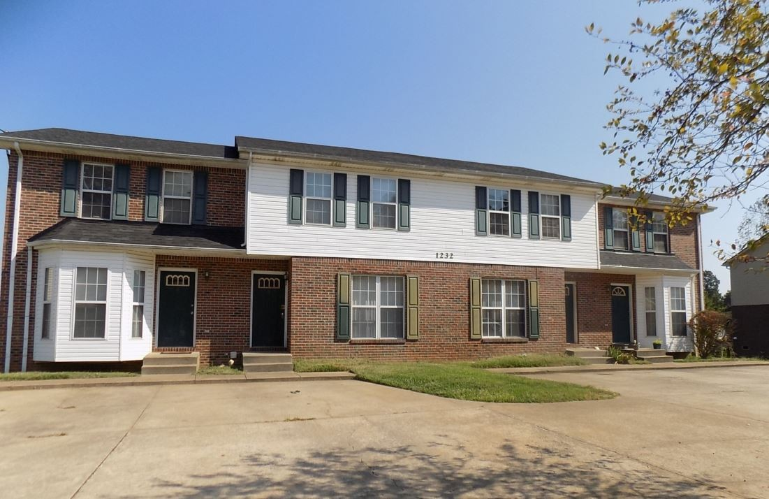 1232 Parkway Pl Property Photo - Clarksville, TN real estate listing