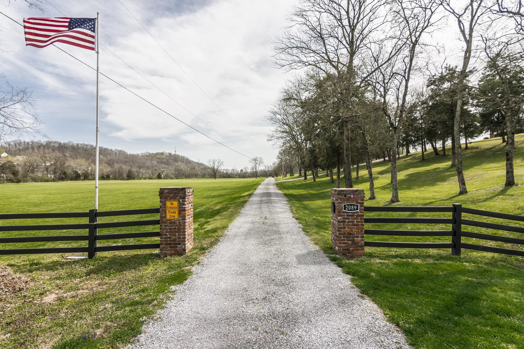 2089 Graceland Dr Property Photo - Goodlettsville, TN real estate listing