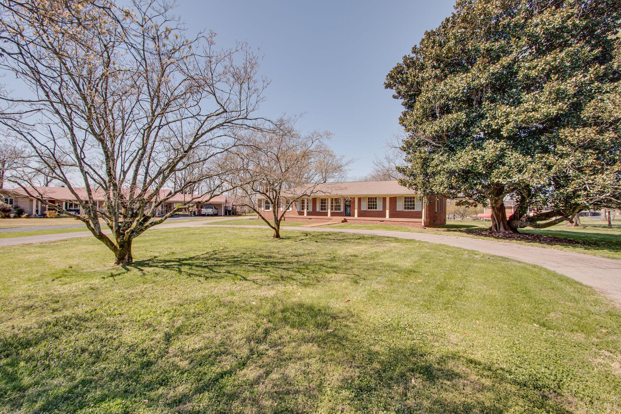 211 Woods Cir Property Photo - Columbia, TN real estate listing
