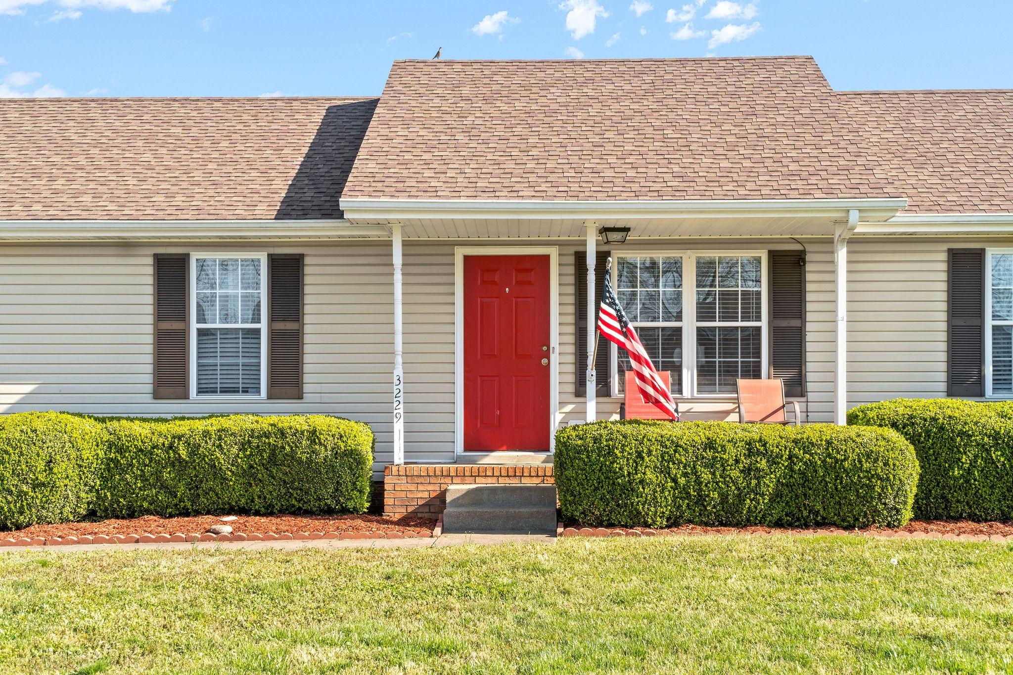 3229 S Senseney Cir Property Photo - Clarksville, TN real estate listing