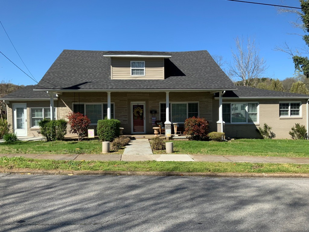 111 Jefferson Ave E Property Photo - Carthage, TN real estate listing