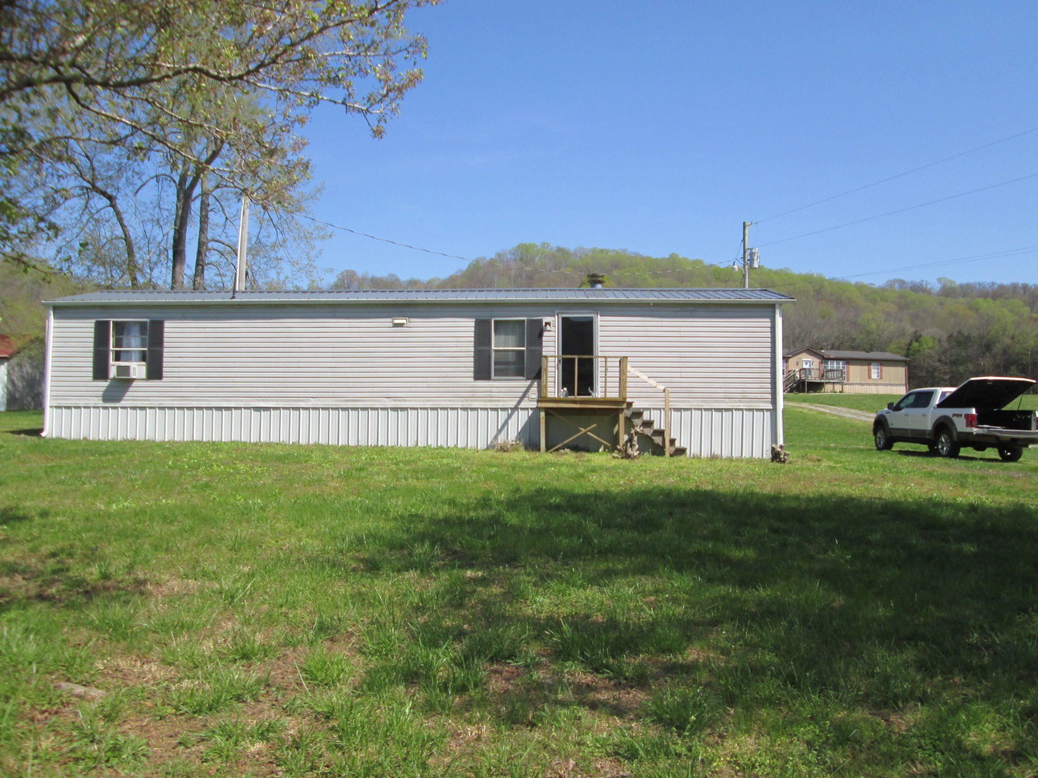4 Bee Branch Ln W Property Photo - Pleasant Shade, TN real estate listing