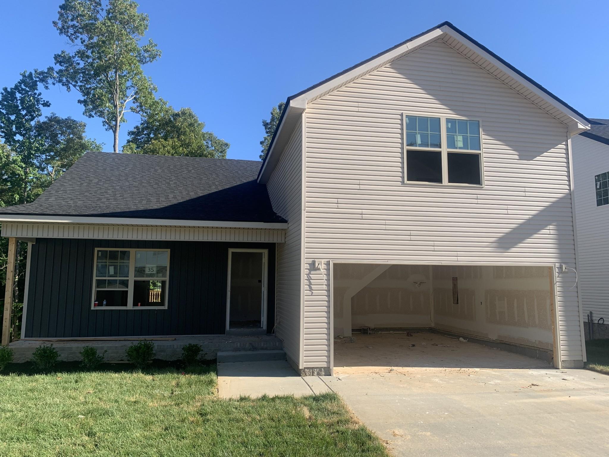 35 Woodland Hills Property Photo