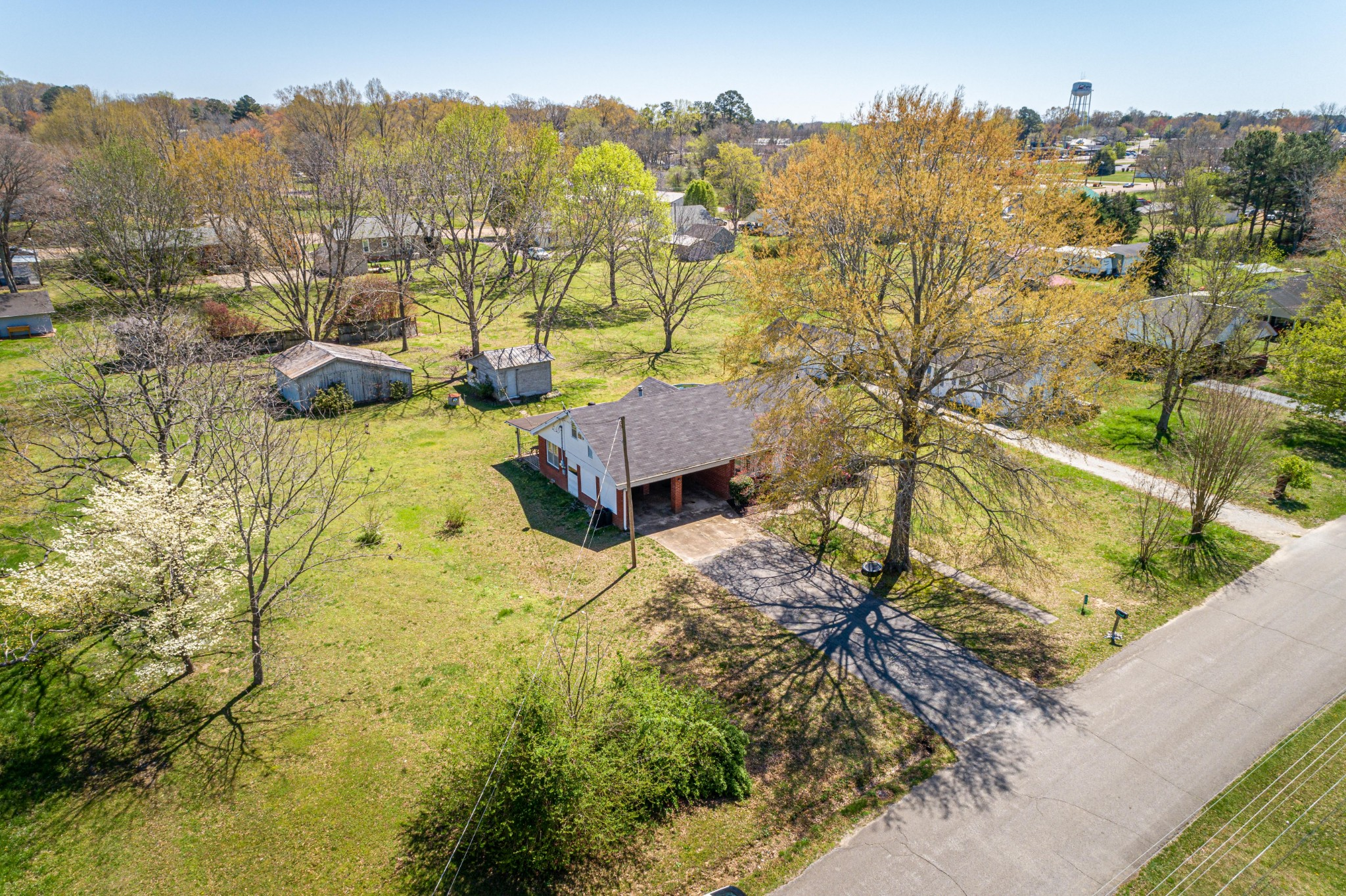 328 Florida Ave N Property Photo - Parsons, TN real estate listing