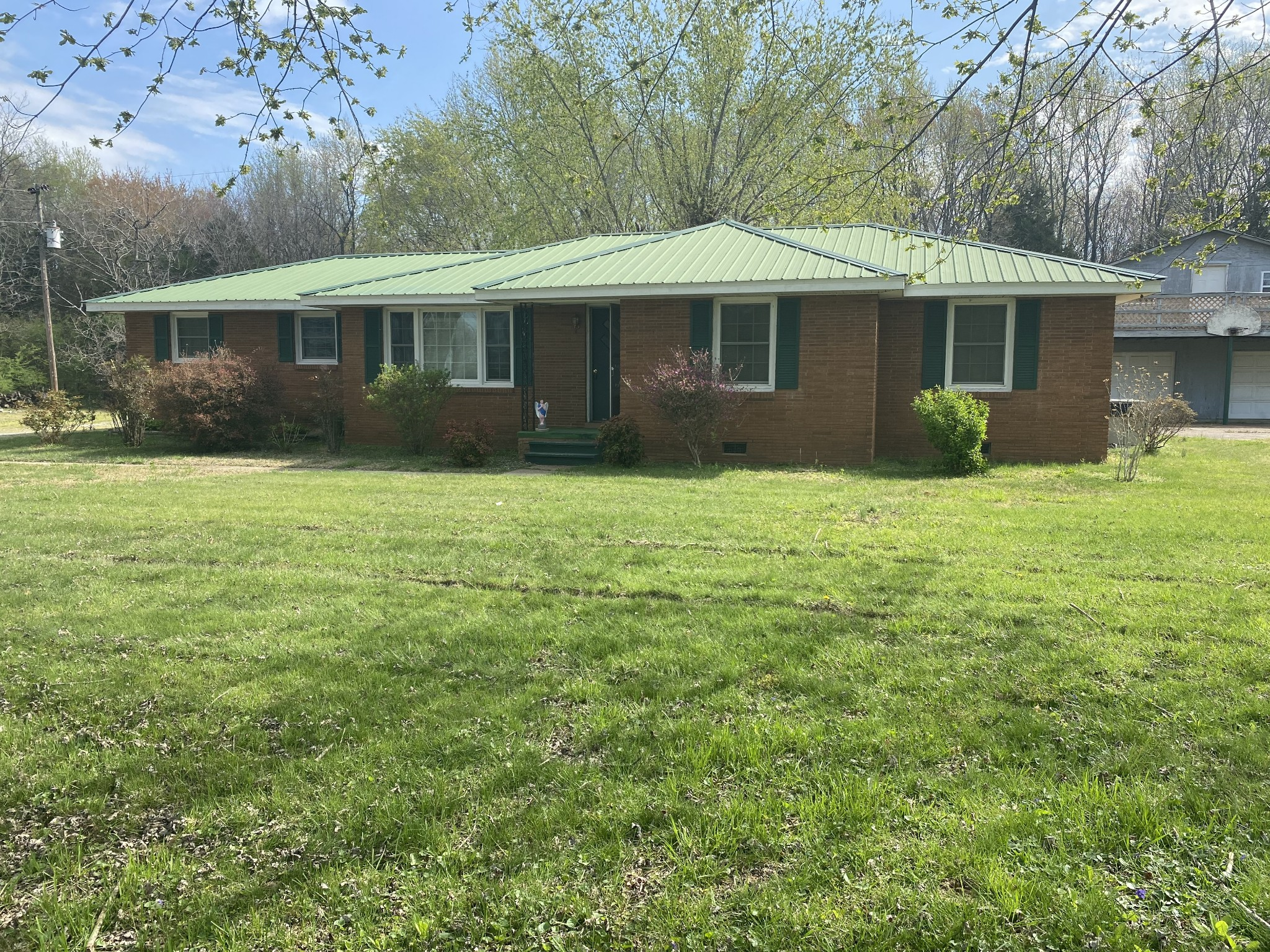 136 New Deal Potts Rd Property Photo - Cottontown, TN real estate listing