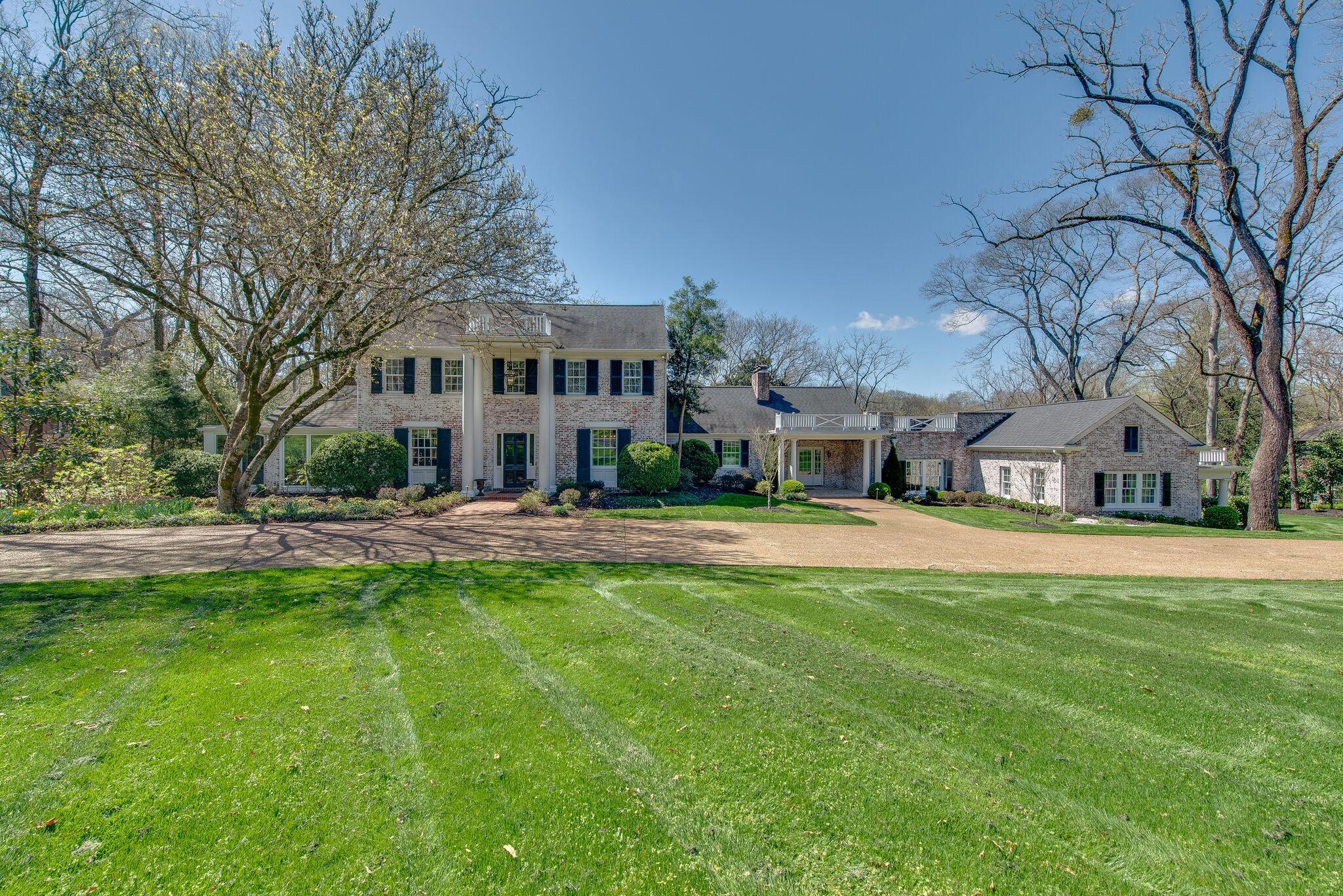 319 Lynnwood Blvd Property Photo 1