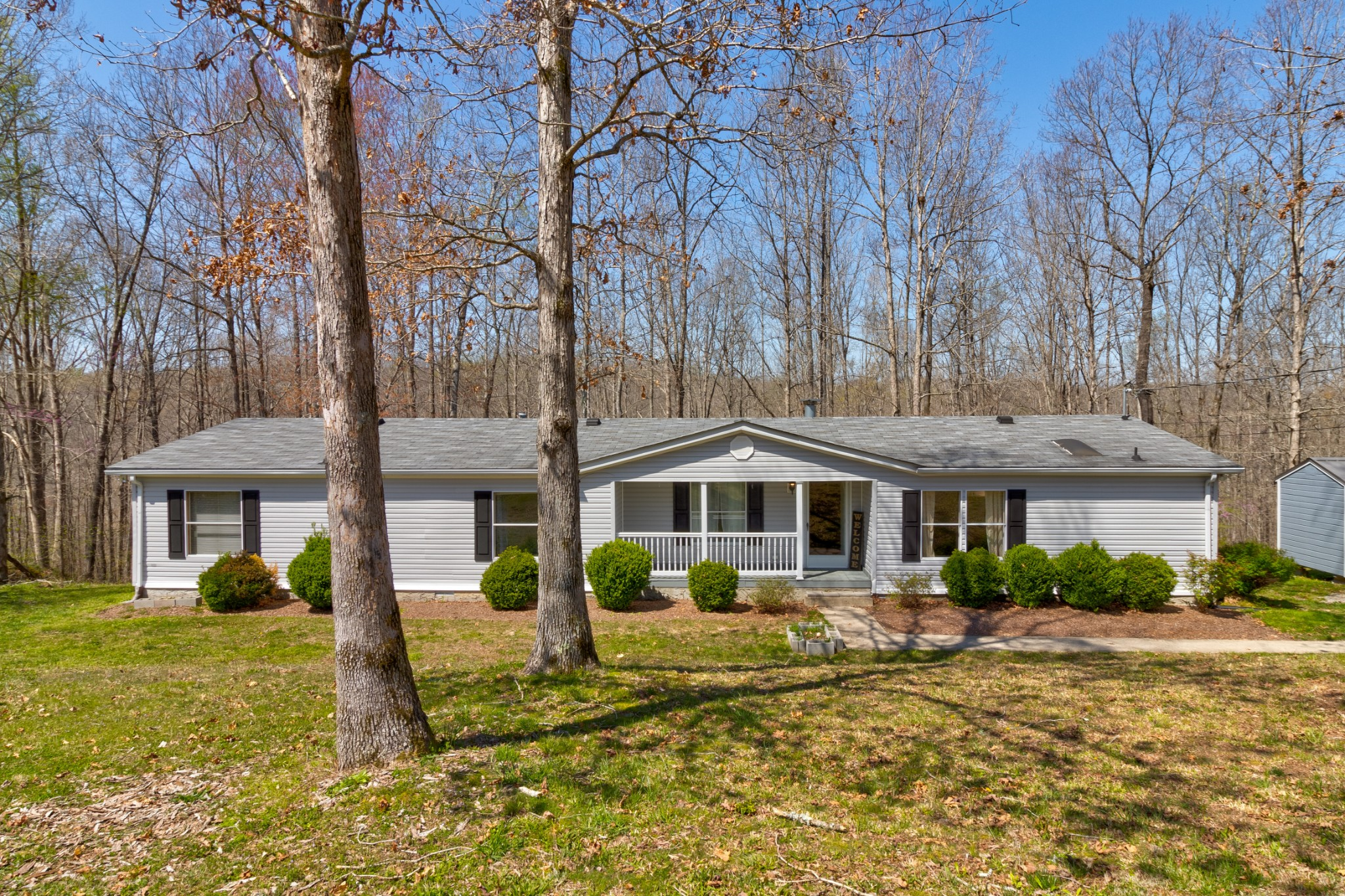1083 Overlook Trl Property Photo - Kingston Springs, TN real estate listing