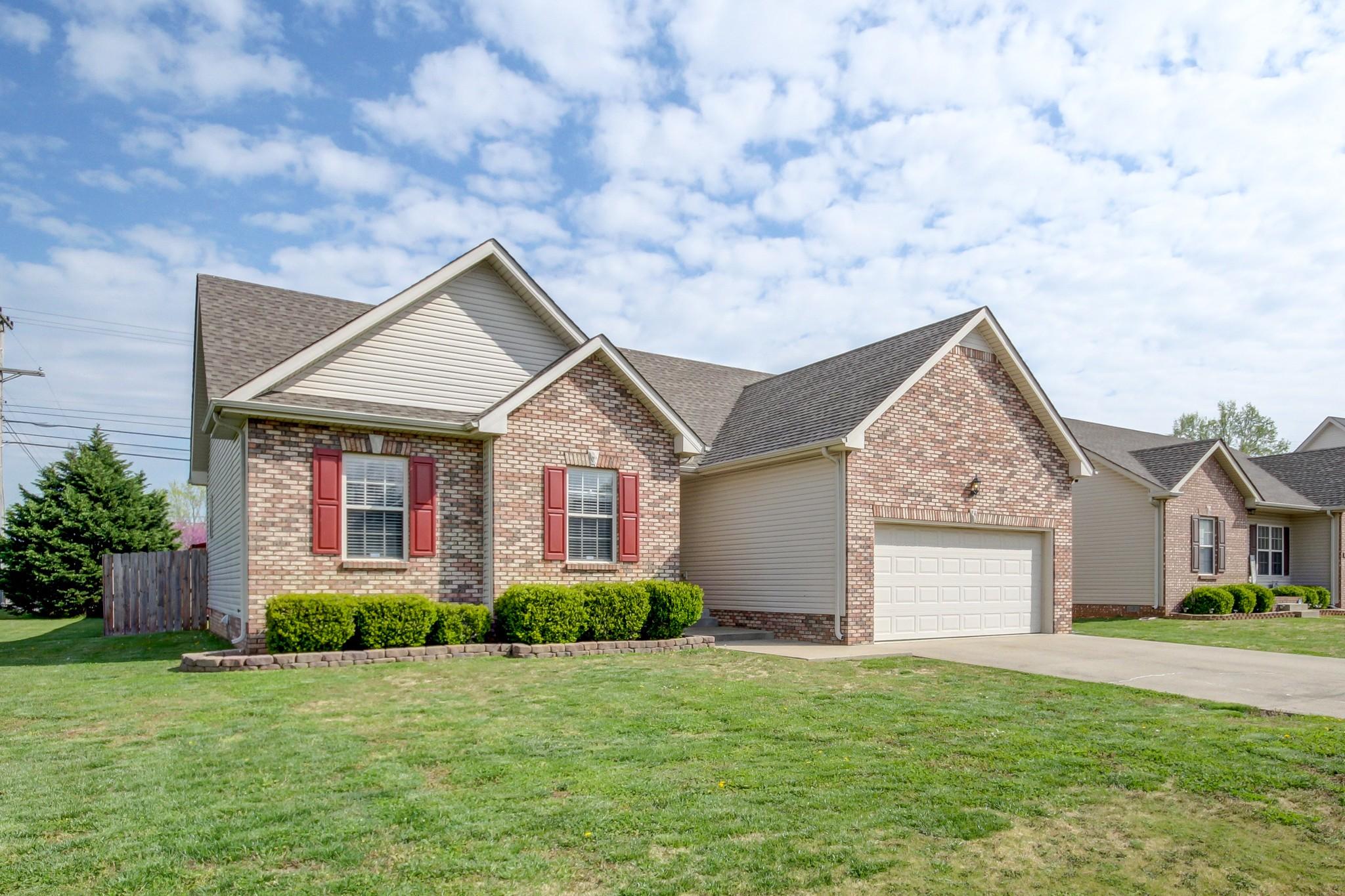 697 Foxfield Dr Property Photo