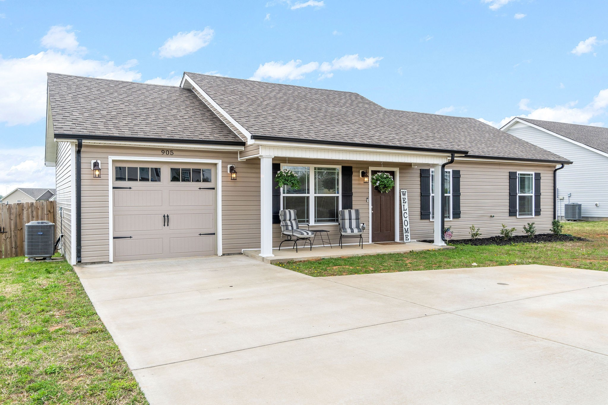 905 Hugh Hunter Road Property Photo - Oak Grove, KY real estate listing