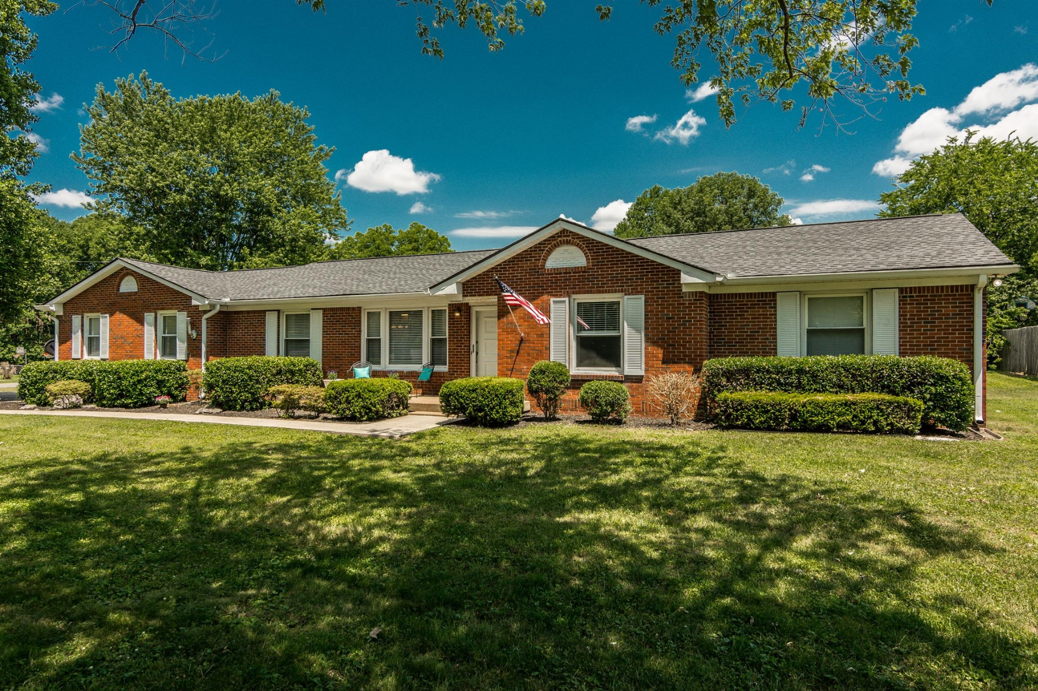 2518 Meadowood Dr Property Photo