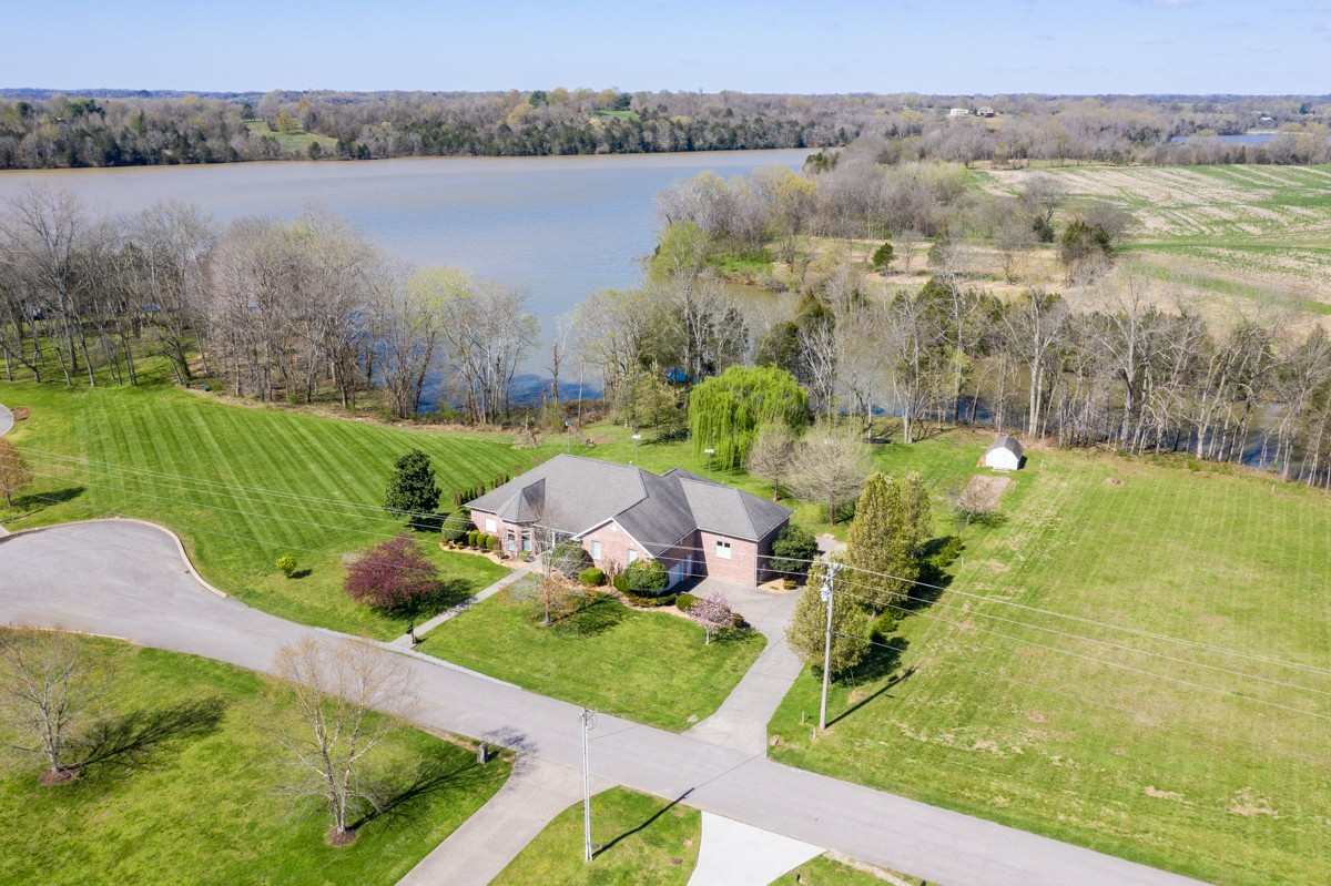1056 Emerald Valley Dr Property Photo - Castalian Springs, TN real estate listing