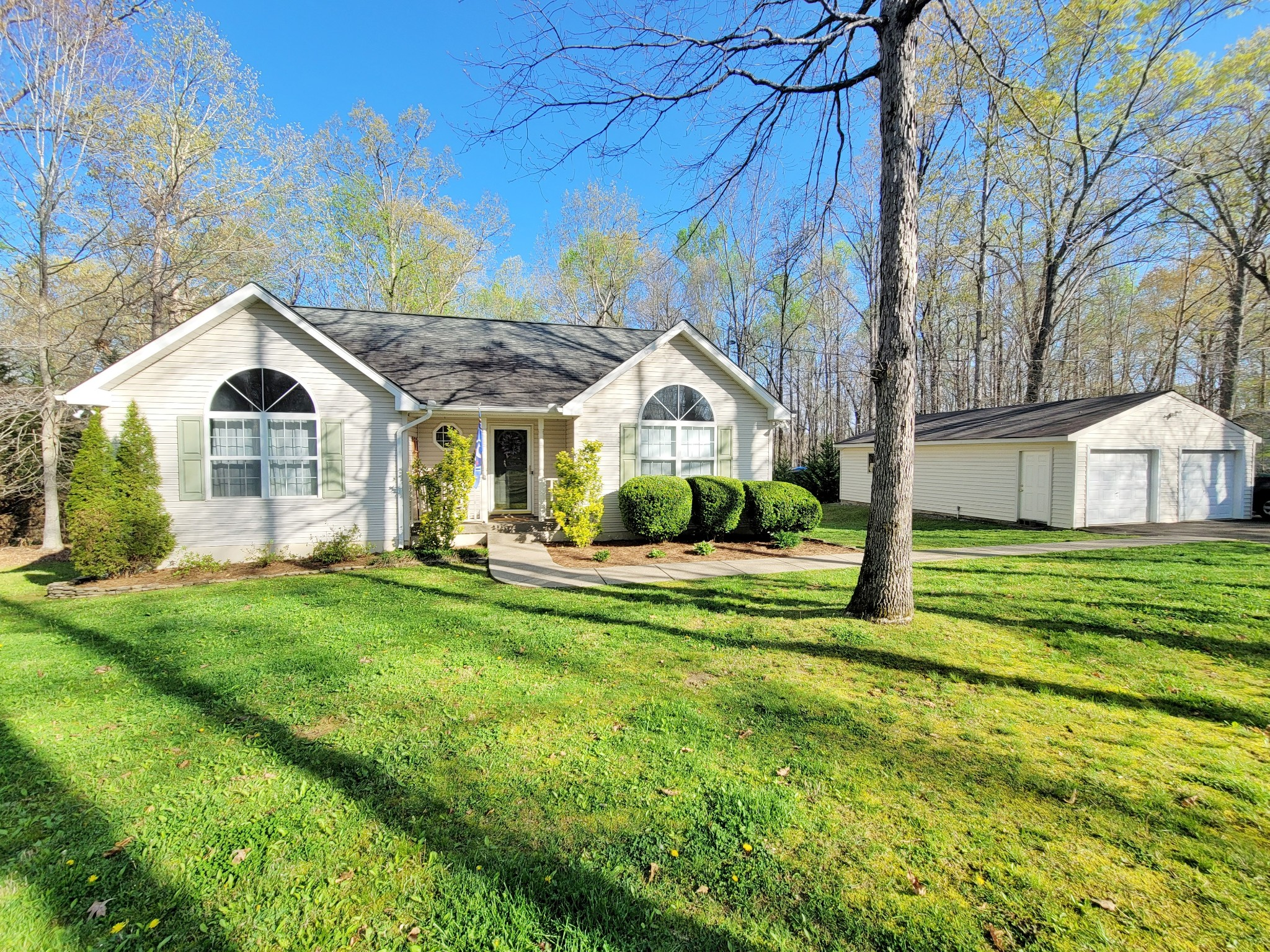 1120 Bald Eagle Dr Property Photo - Kingston Springs, TN real estate listing