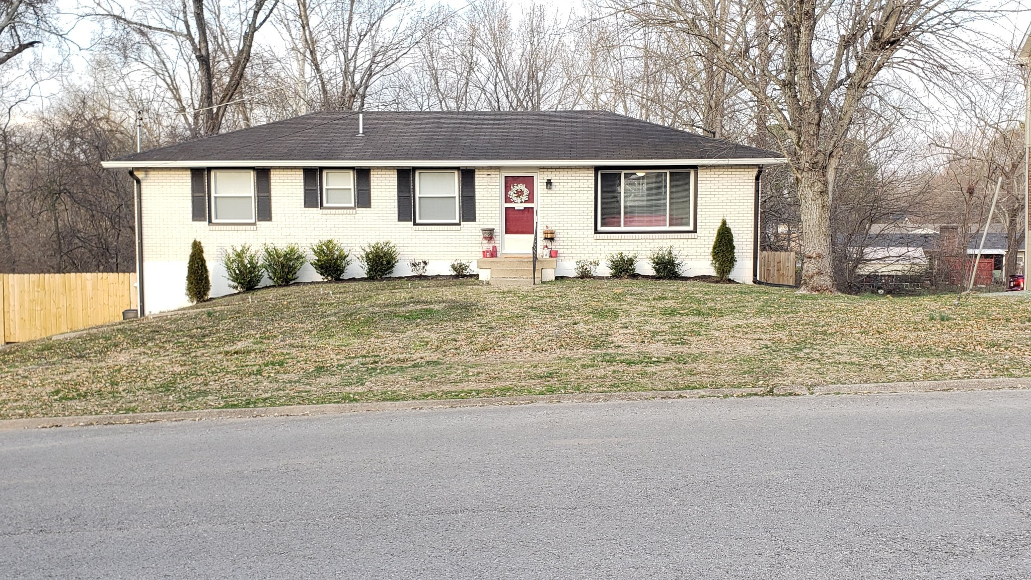 118 Georgetown Dr Property Photo - Hendersonville, TN real estate listing