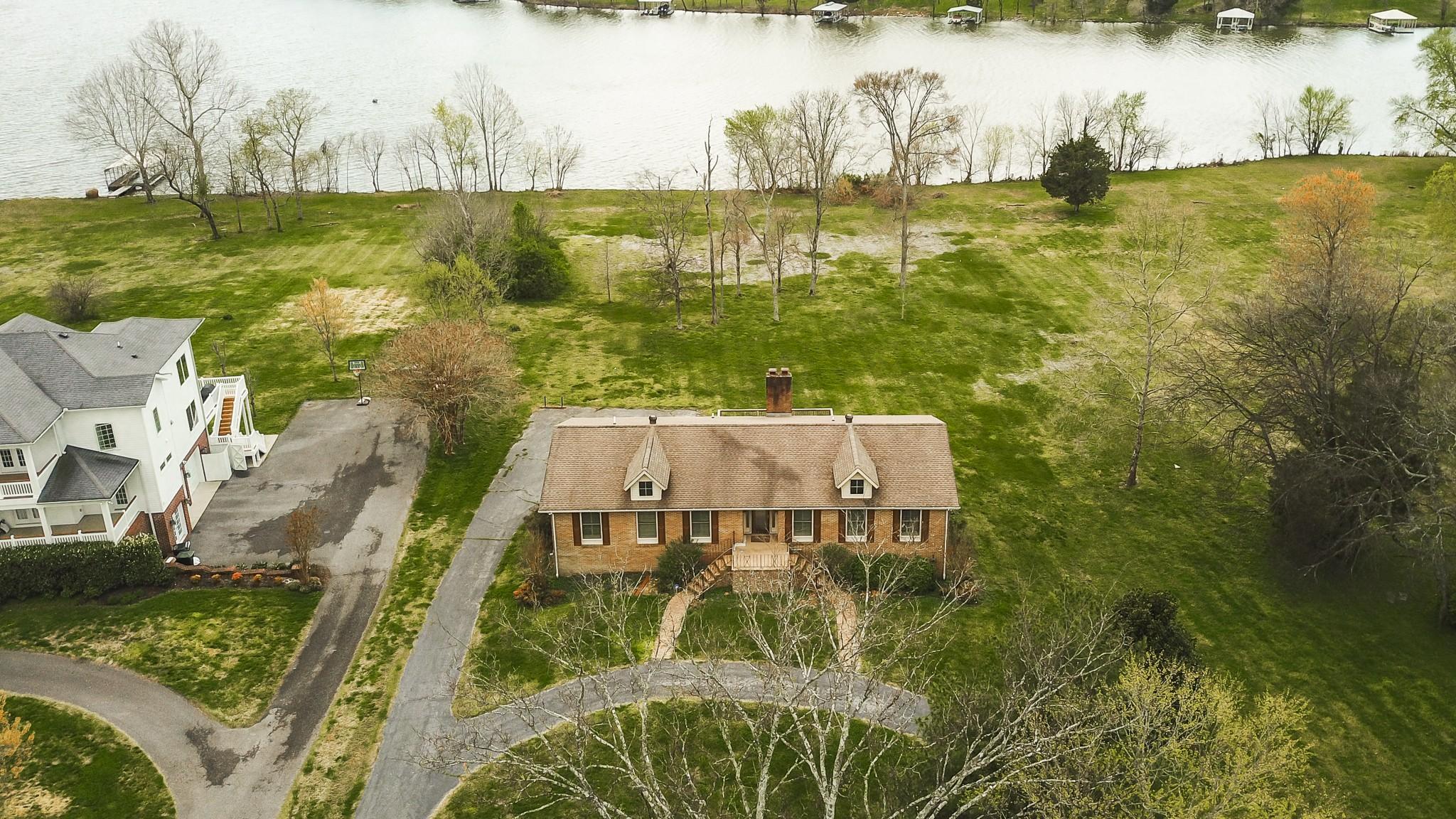 1056 Lakeshore Dr Property Photo - Gallatin, TN real estate listing