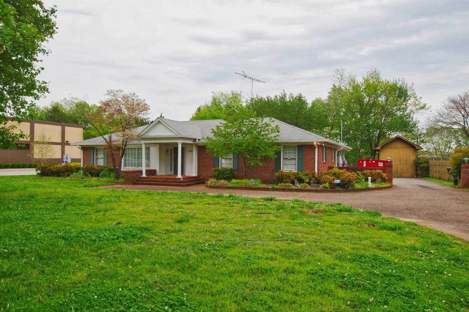 2202 Memorial Blvd Property Photo - Murfreesboro, TN real estate listing