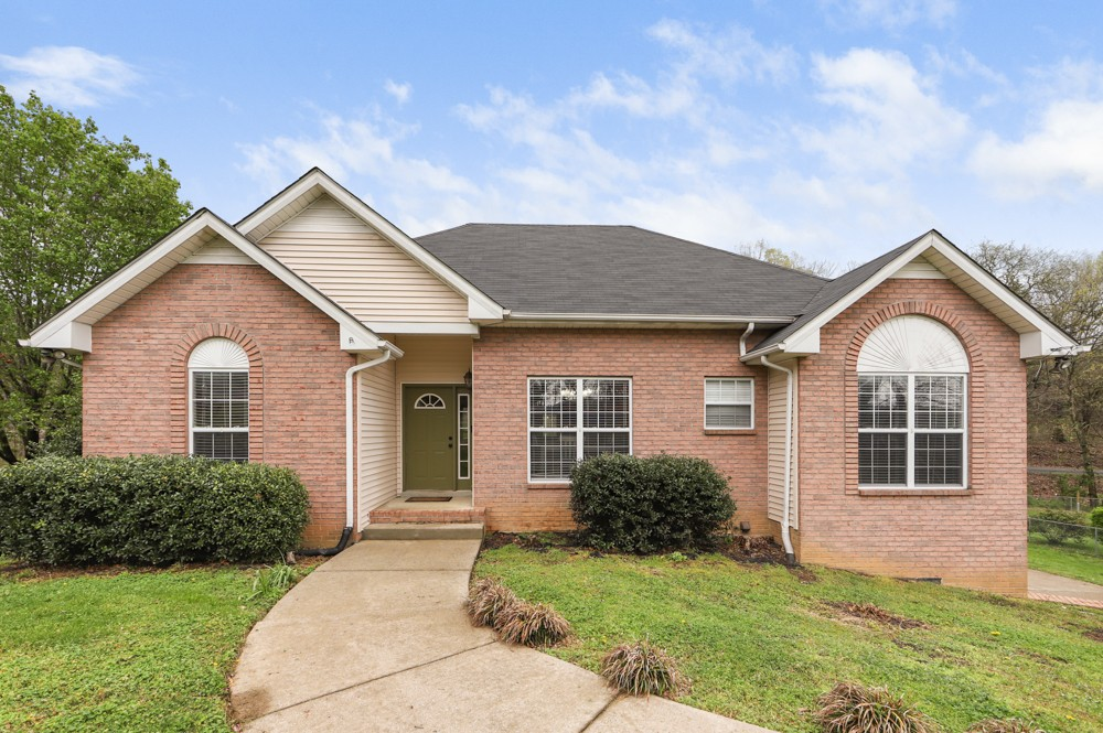 1008 Brookview Ct Property Photo - Goodlettsville, TN real estate listing