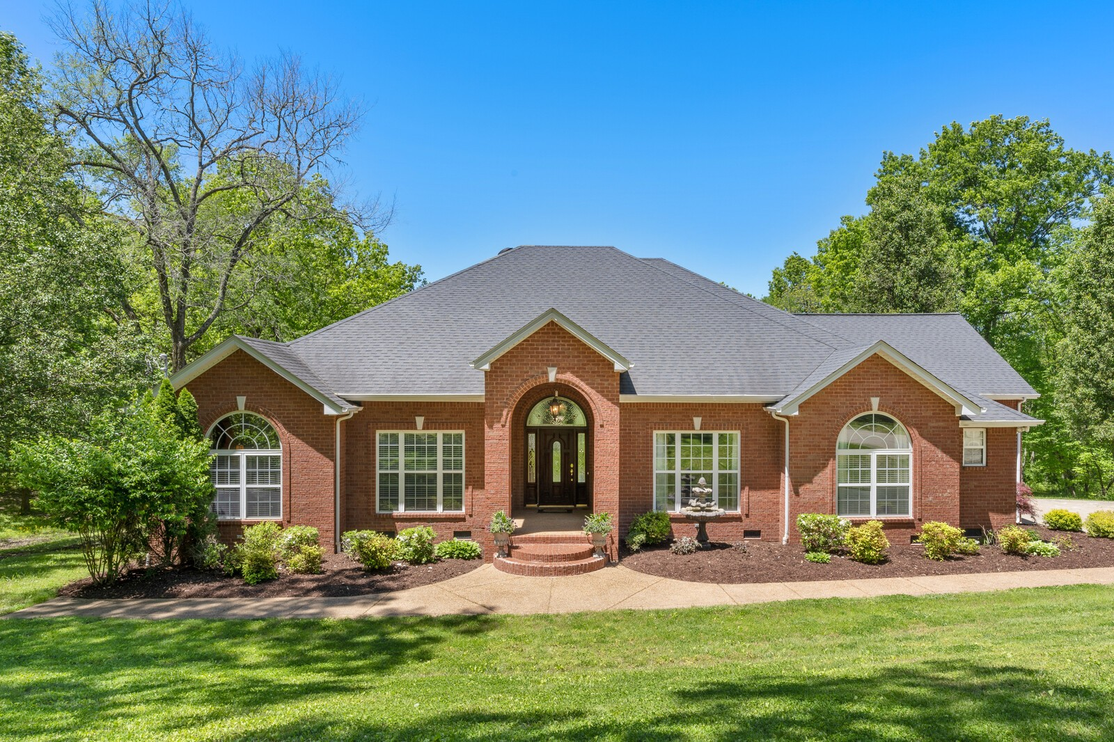 1800 Liberty Ln Property Photo - Gallatin, TN real estate listing