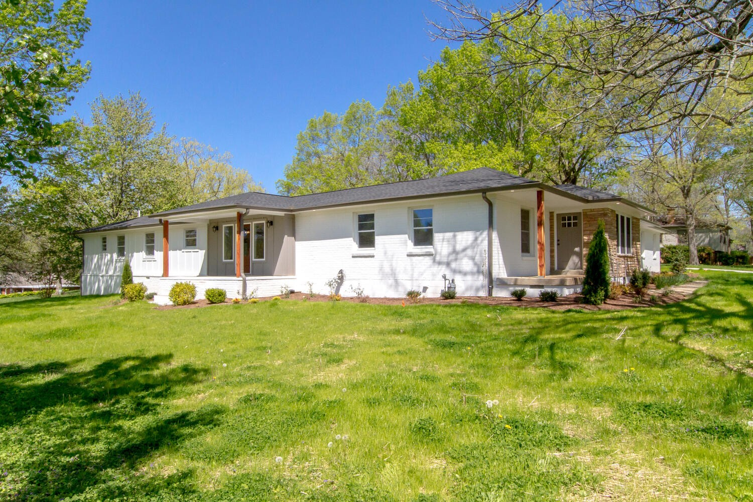 801 N Graycroft Ave Property Photo - Madison, TN real estate listing