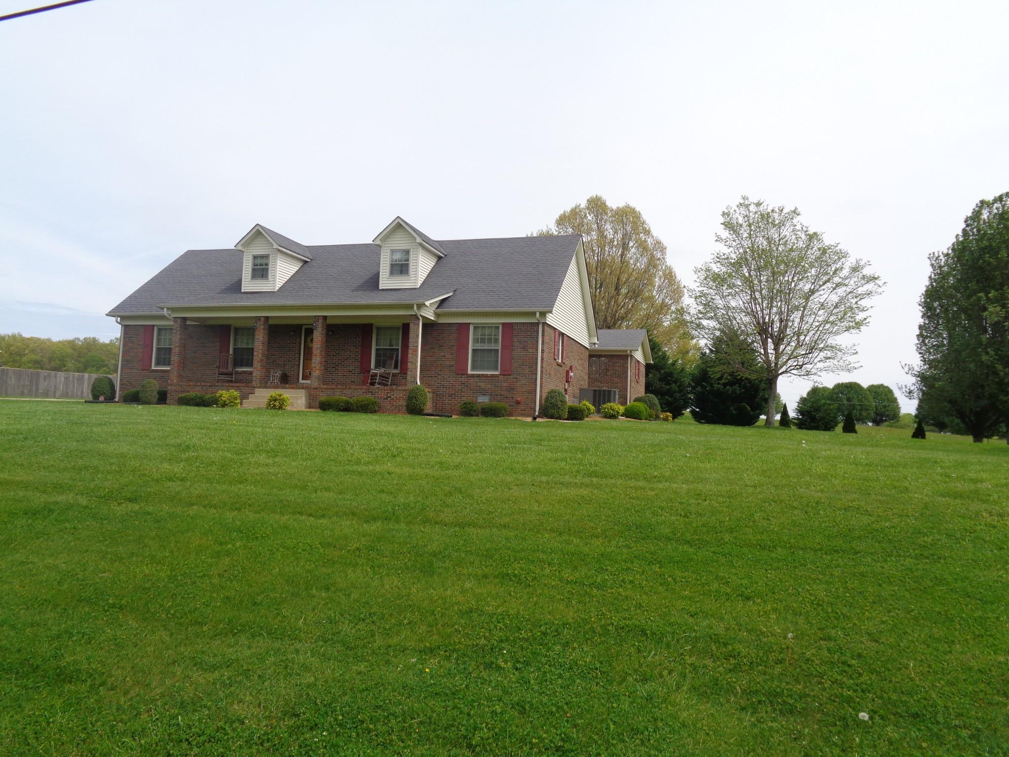 6 Hawthorne Dr Property Photo - Lawrenceburg, TN real estate listing