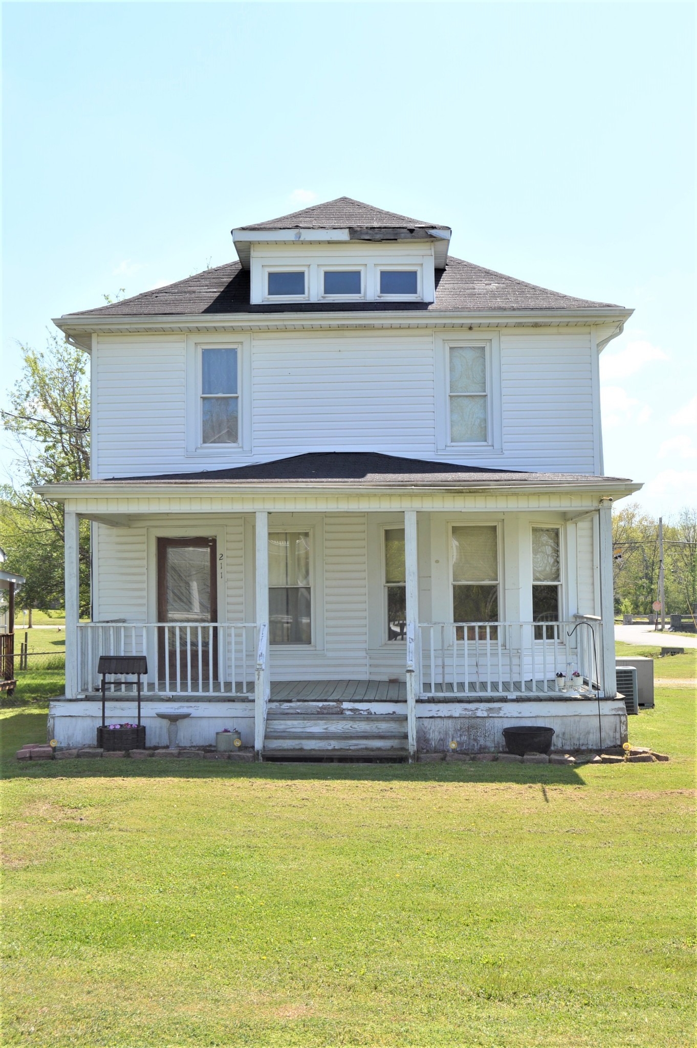 211 S Mulberry St Property Photo - Cornersville, TN real estate listing