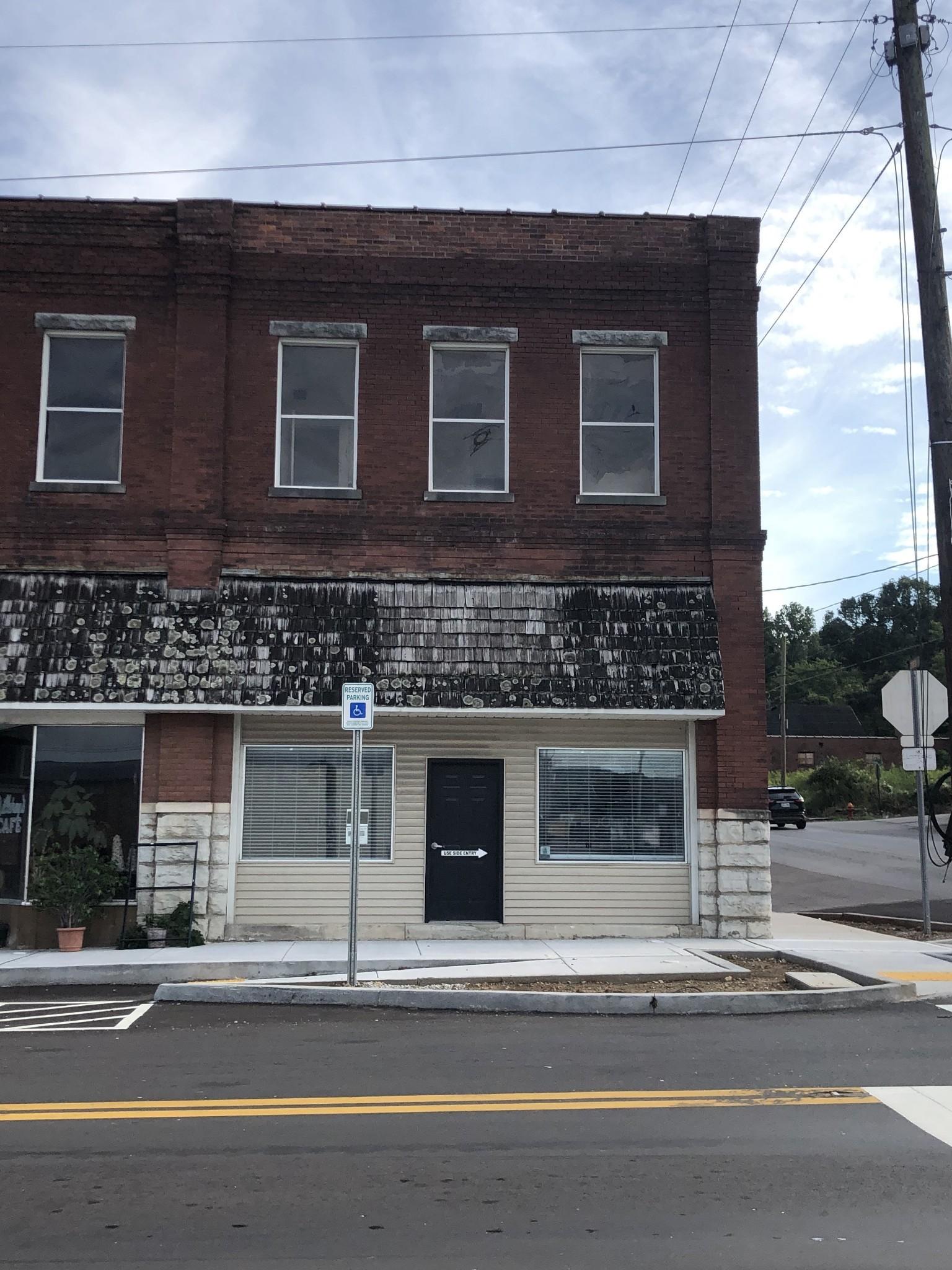101 E Main St Property Photo - Hartsville, TN real estate listing