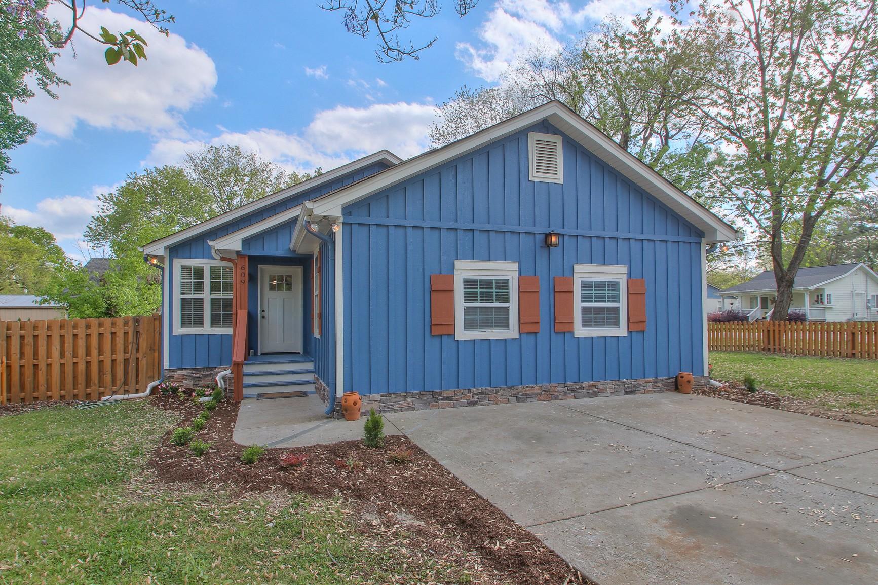 609 Eastview Cir Property Photo