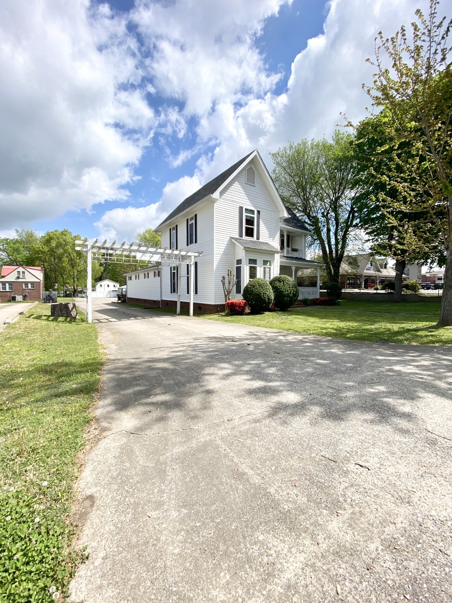 209 W Main St Property Photo