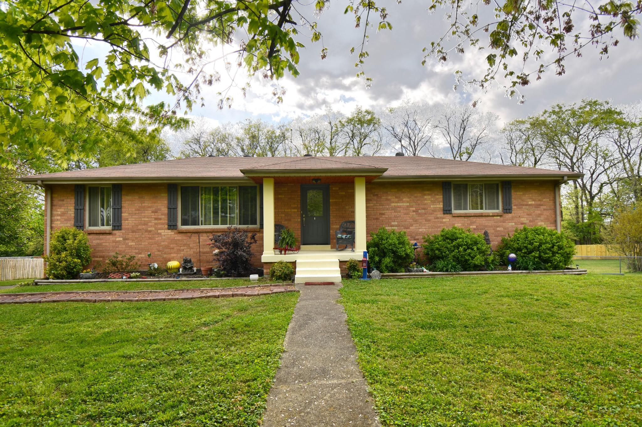 445 Kemper Dr N Property Photo - Madison, TN real estate listing